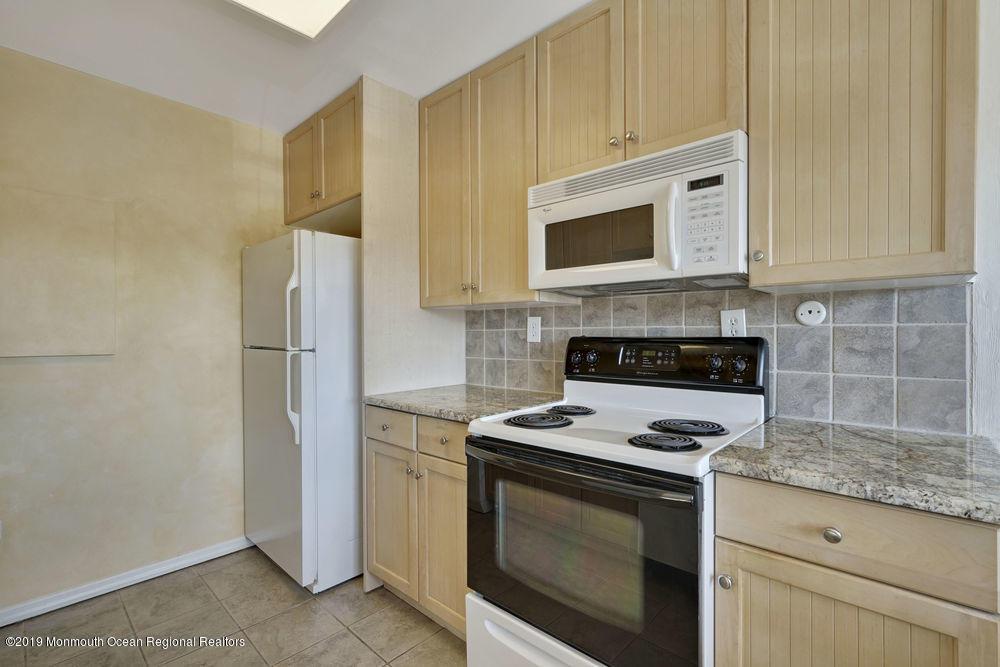 2100  Grand Central Avenue - Picture 12