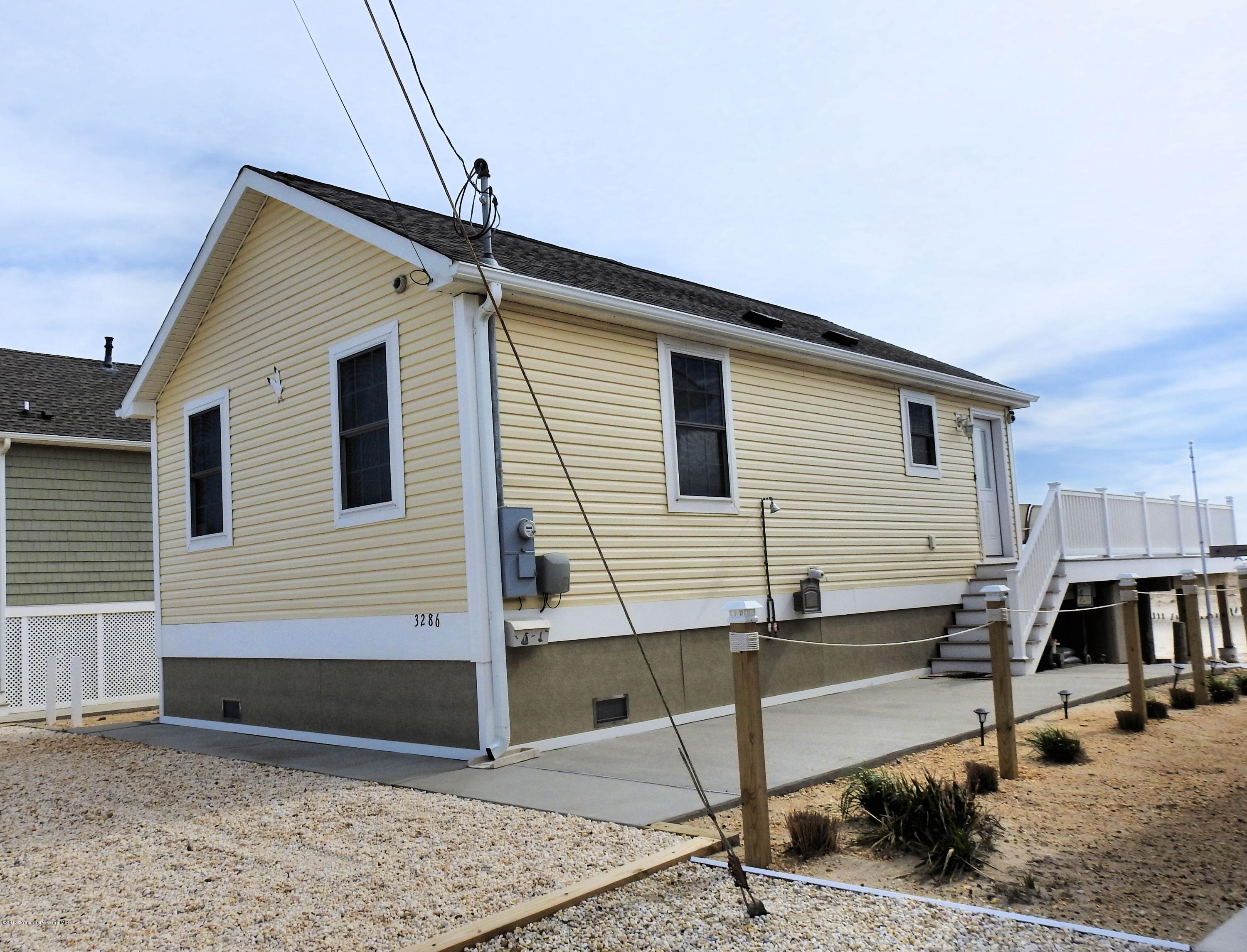 3286  Seaview Road - Picture 2