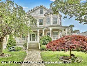 Beautiful Seashore Colonial only 3 blocks to the beach.