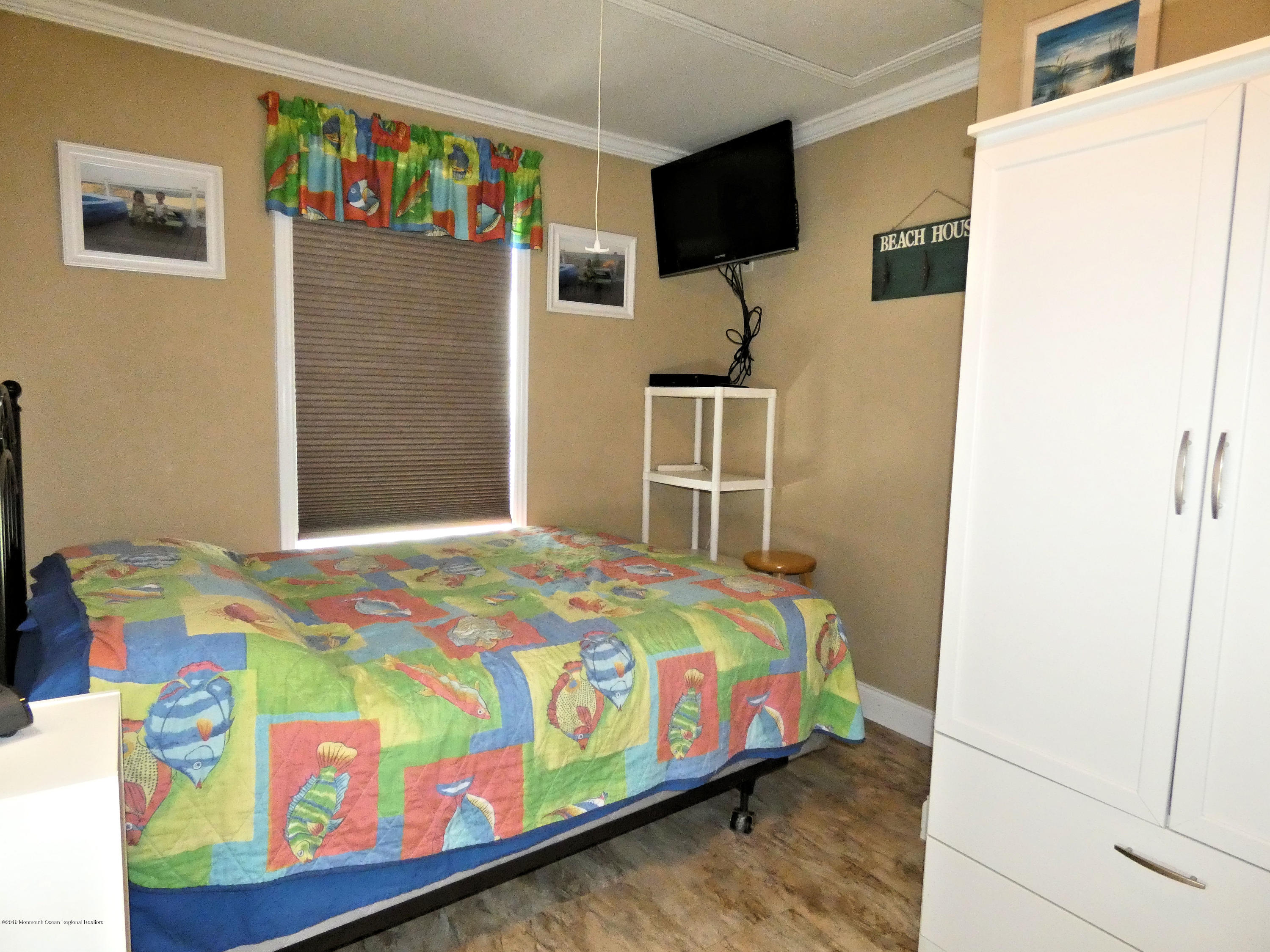 3286  Seaview Road - Picture 13