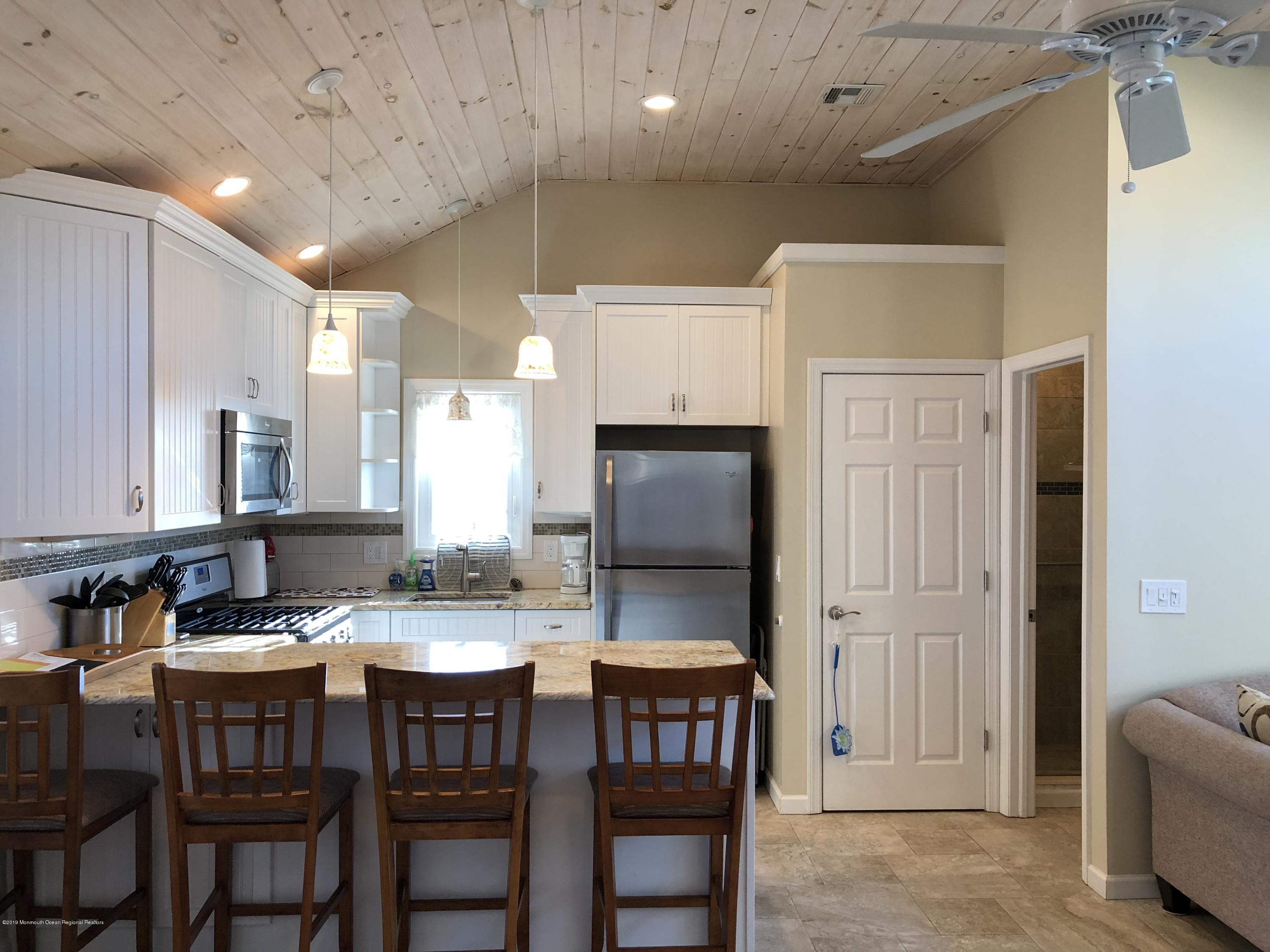 108 W Shell Way - Picture 2
