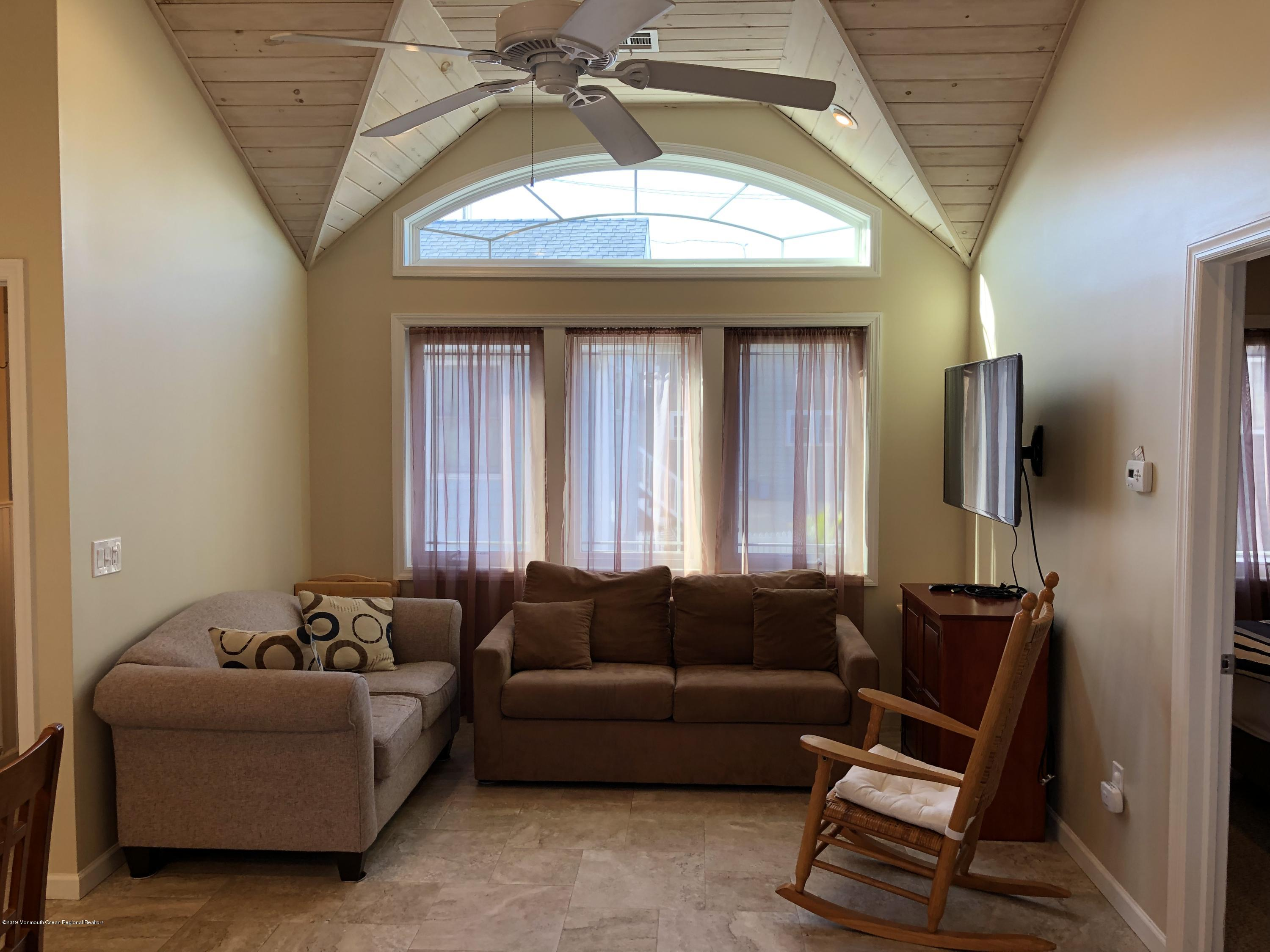 108 W Shell Way - Picture 3