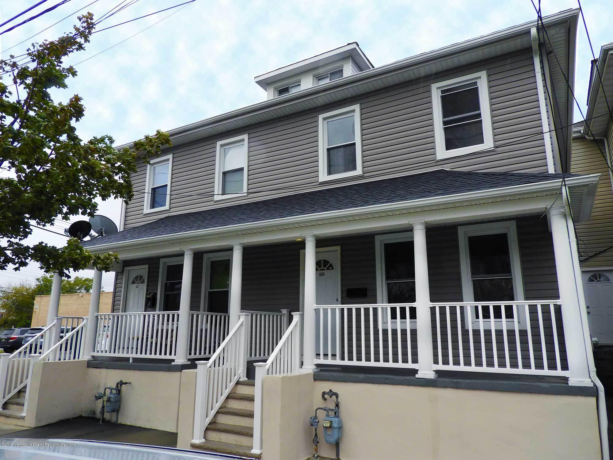 Bright, Sunny, Newly renovated 3 bedroom, one and half bath duplex.  Short walk to downtown, beach and train/bus station. Private entrance with a front and back porch.  All new appliances. Two levels. Parking still free on this end of Bond.Located on a quiet one way side street.