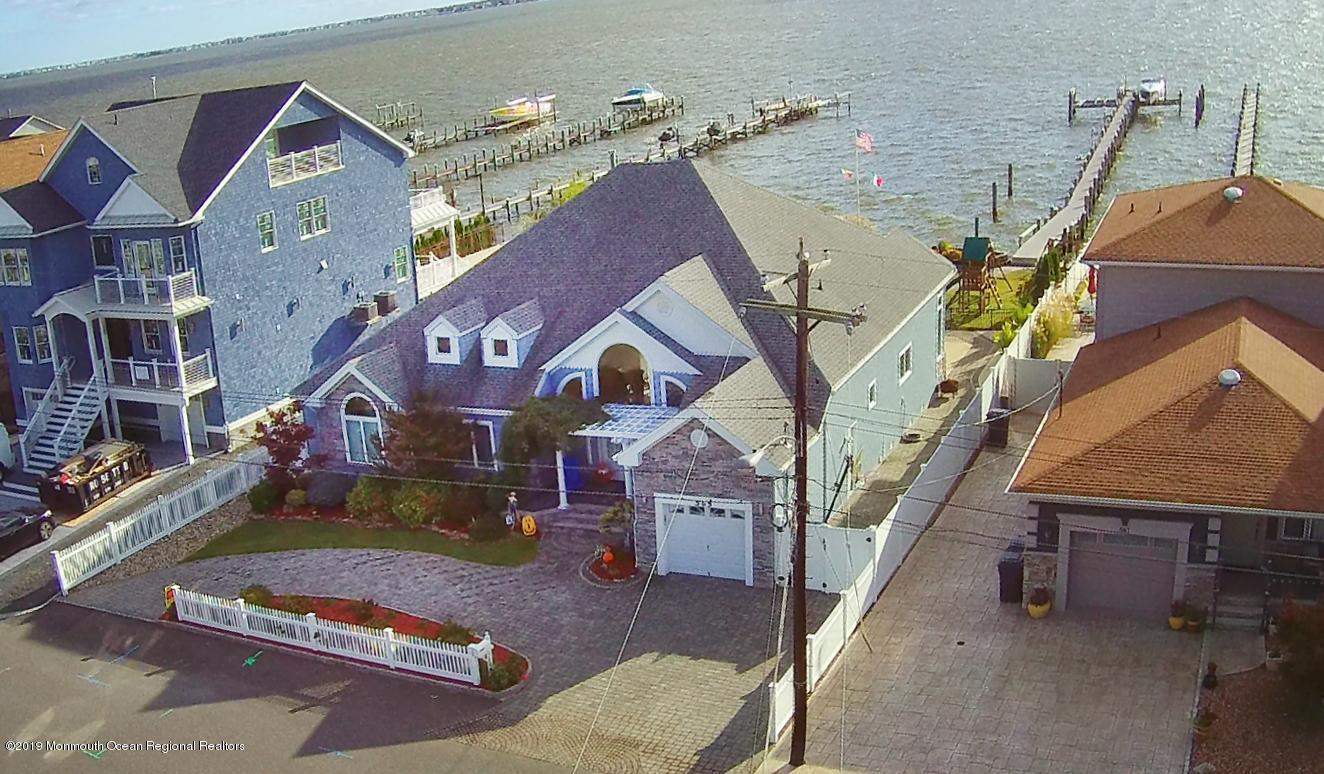 565 Long Point Drive