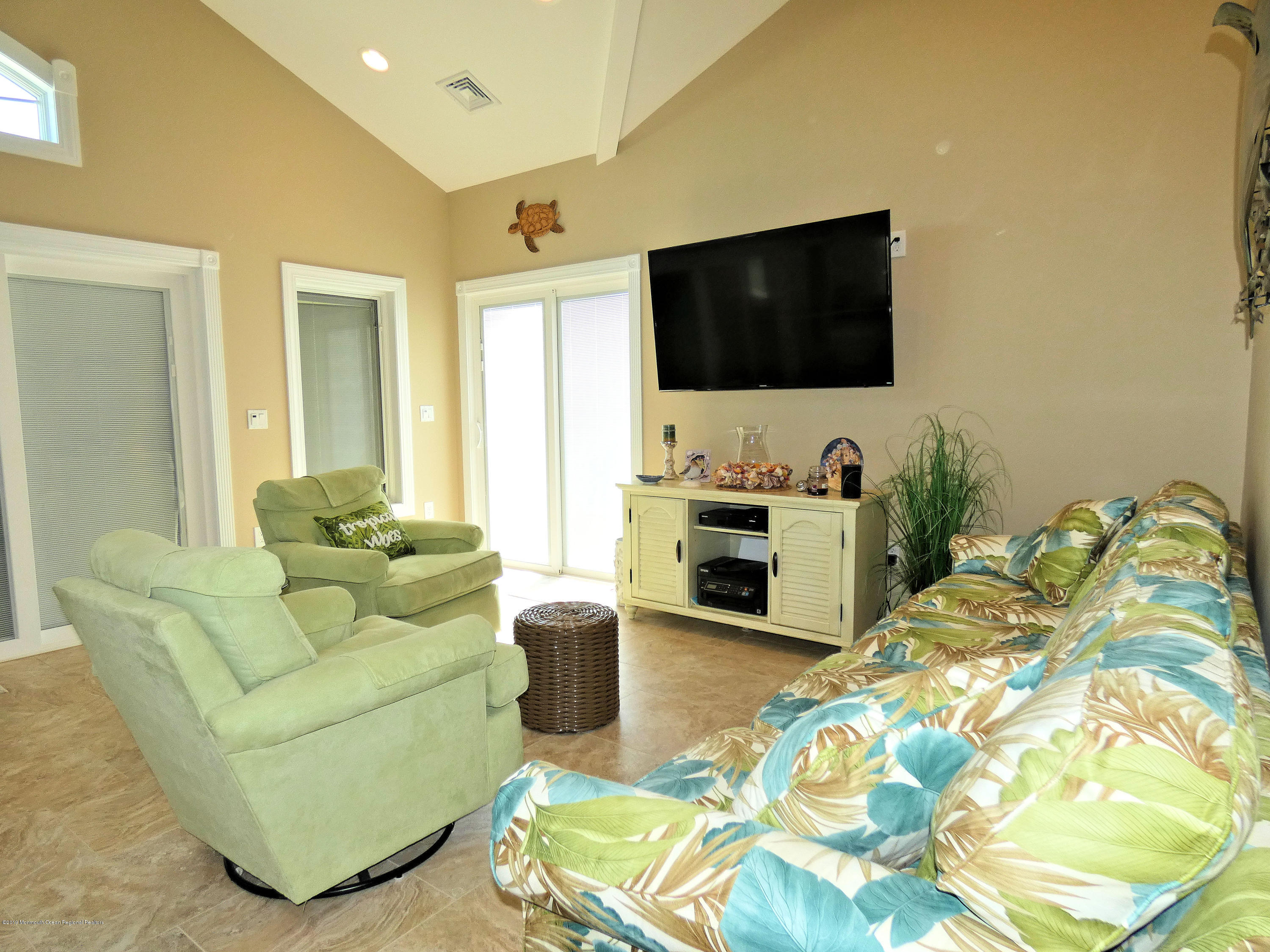 3262  Seaview Road - Picture 10