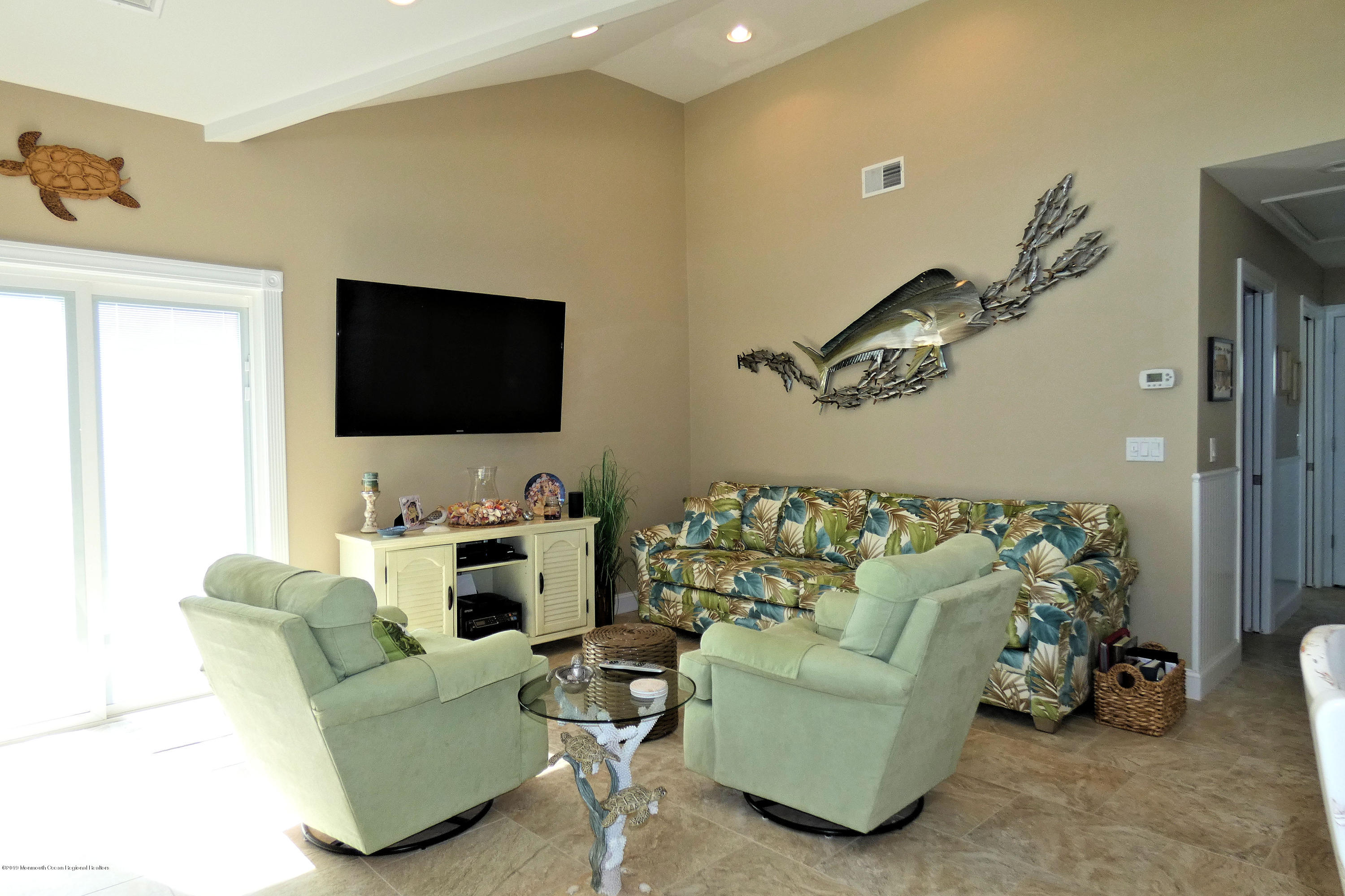 3262  Seaview Road - Picture 9