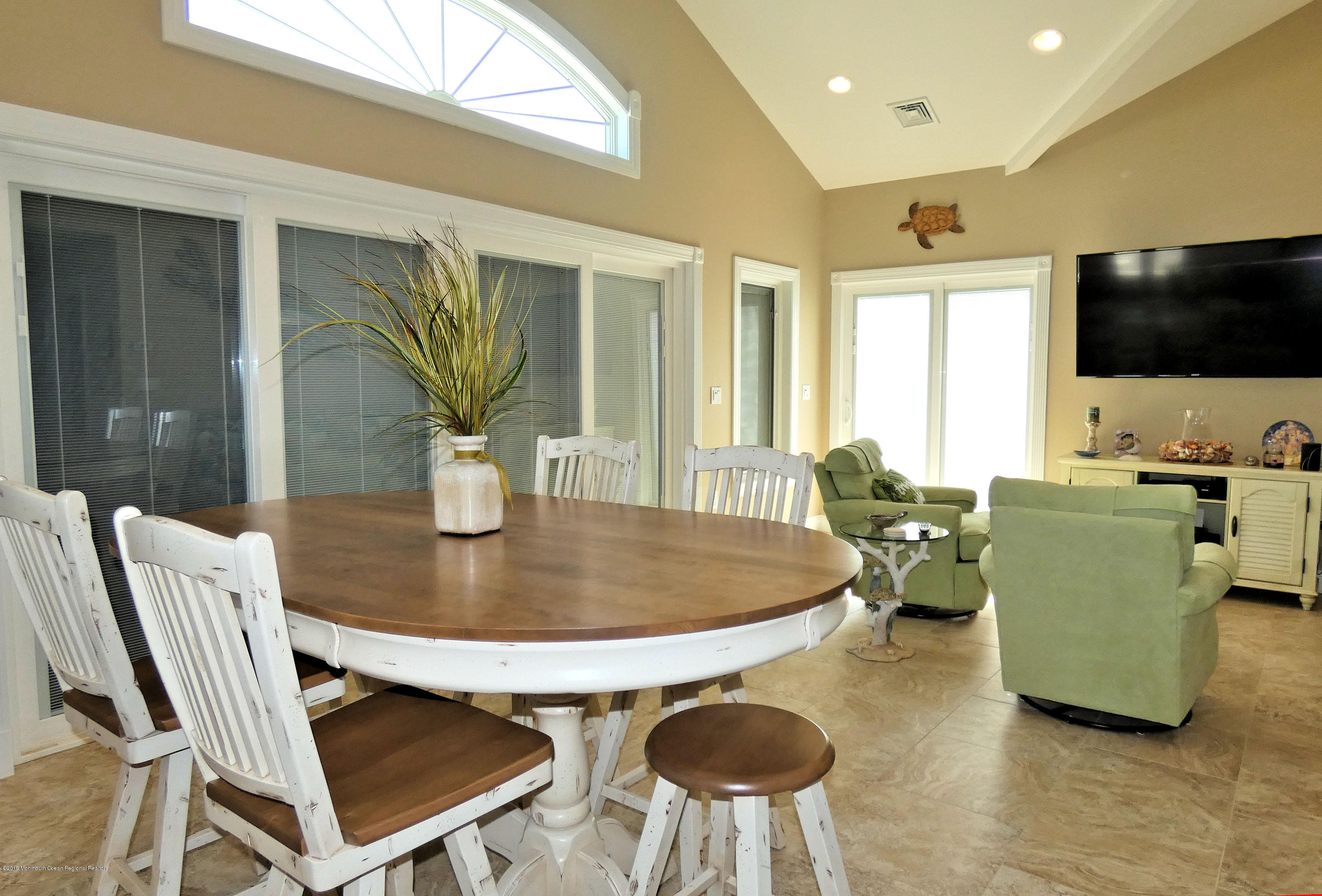 3262  Seaview Road - Picture 11