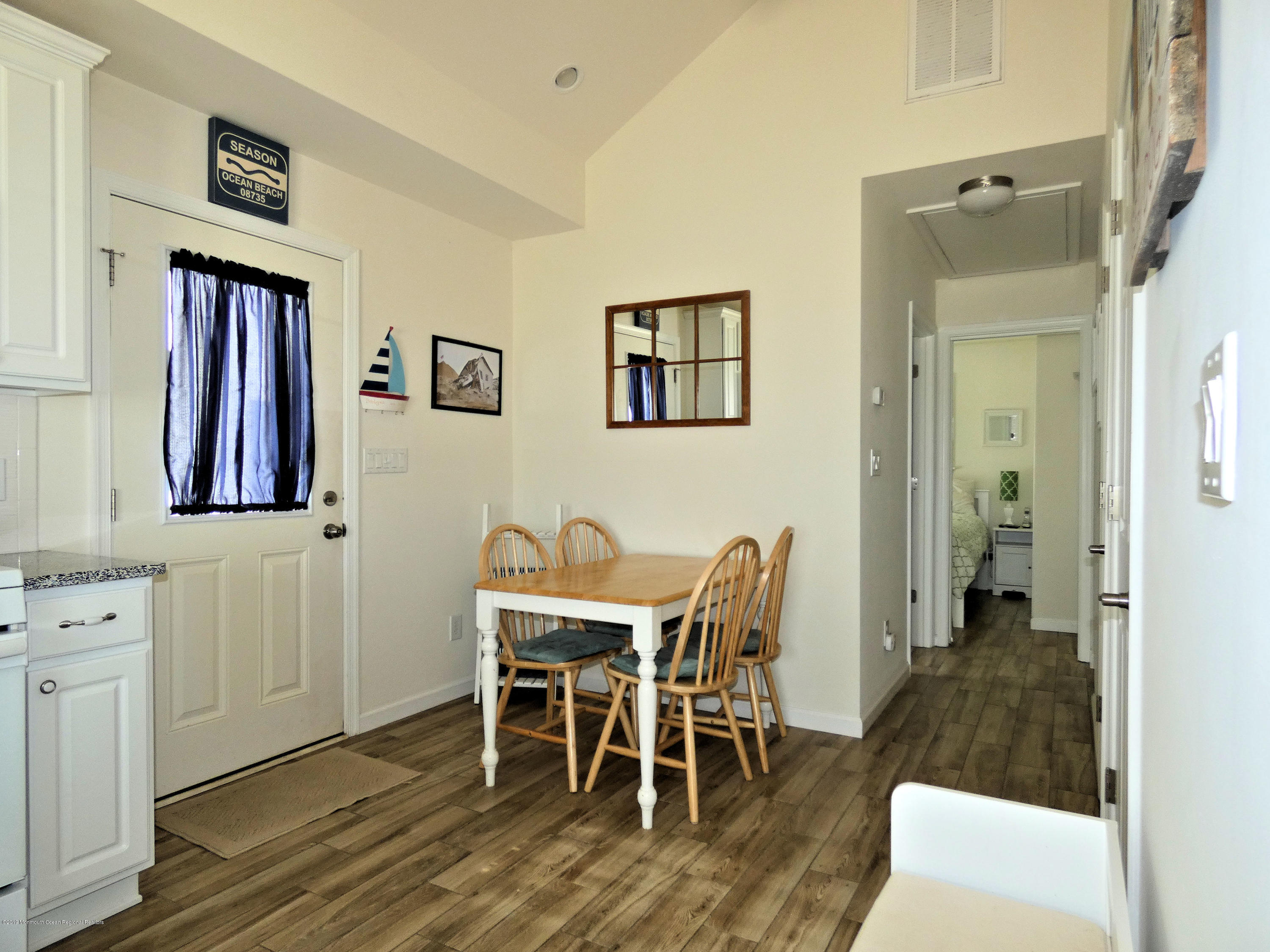 3406  Seaview Road - Picture 10