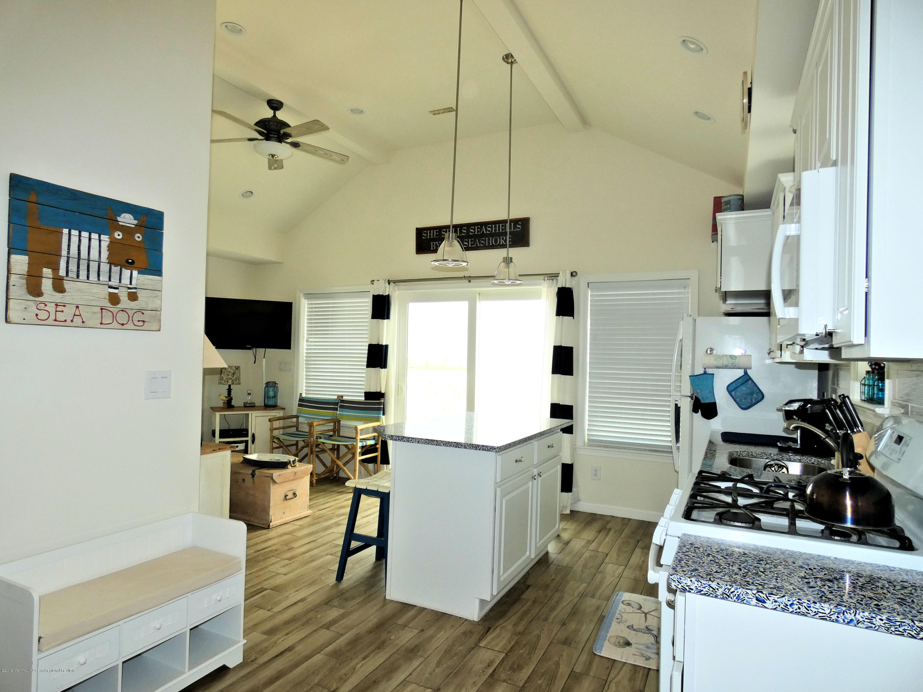 3406  Seaview Road - Picture 9