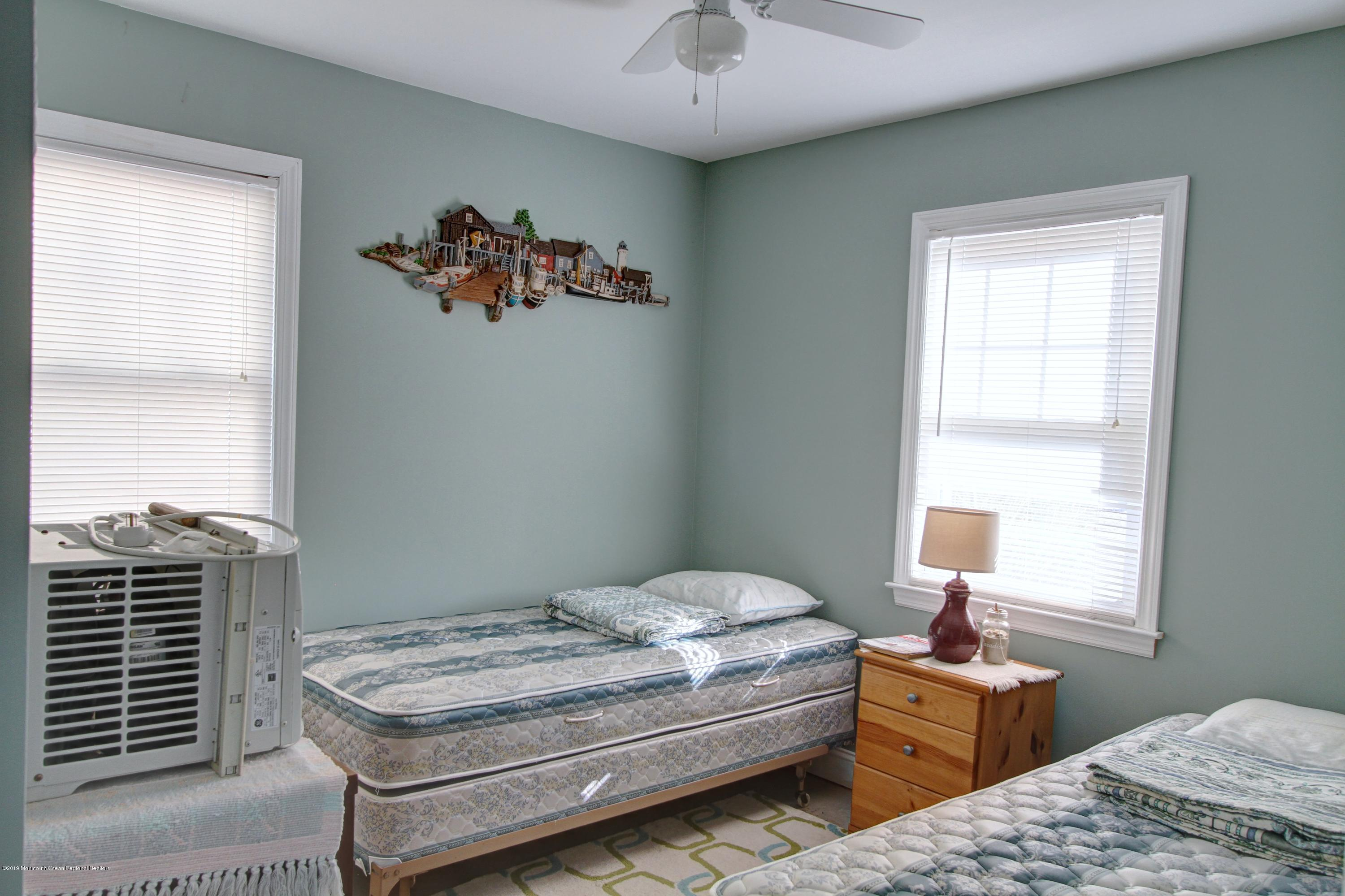 128  Kathryn Street - Picture 9