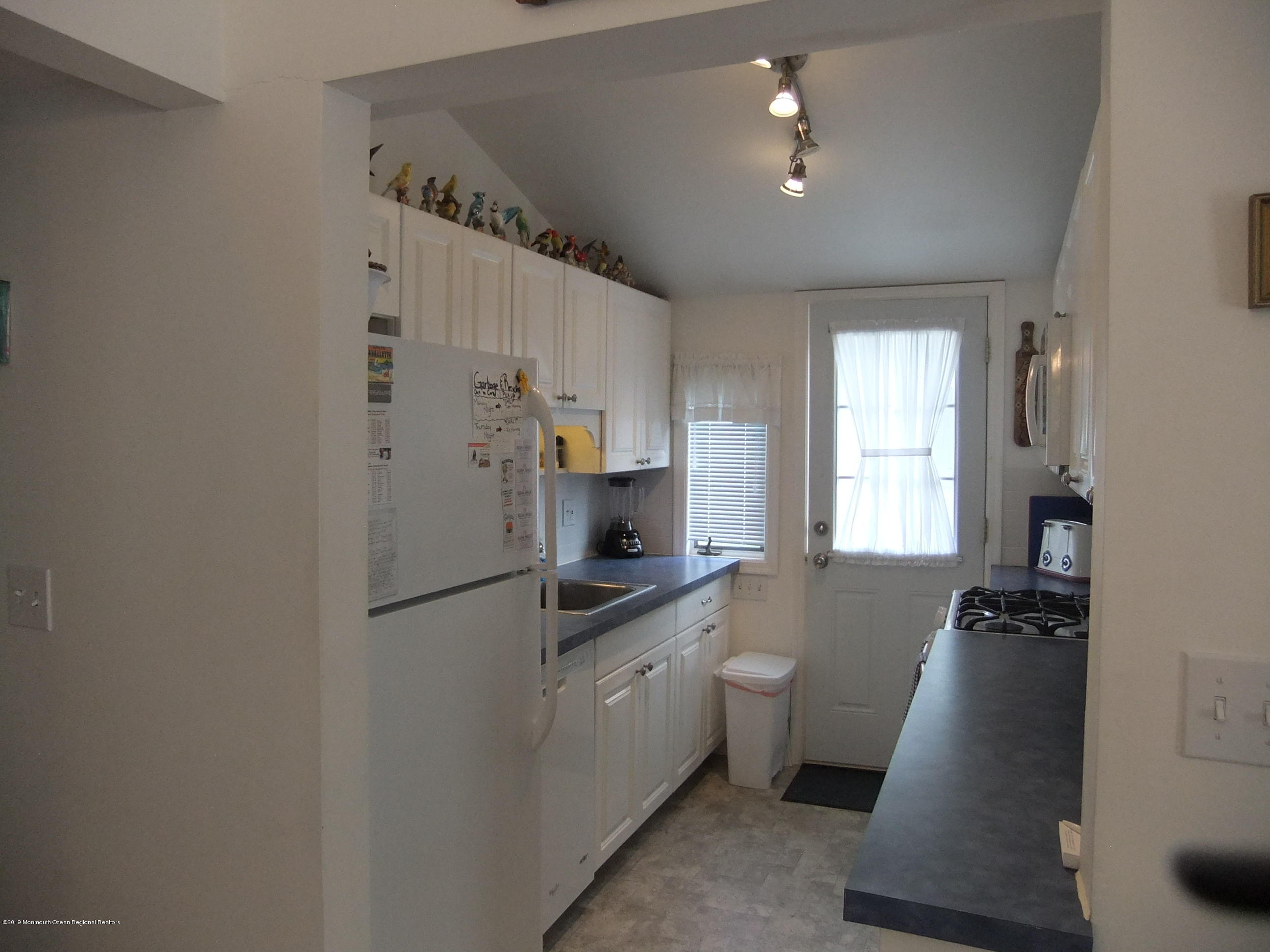 211  Bay Beach Way - Picture 6