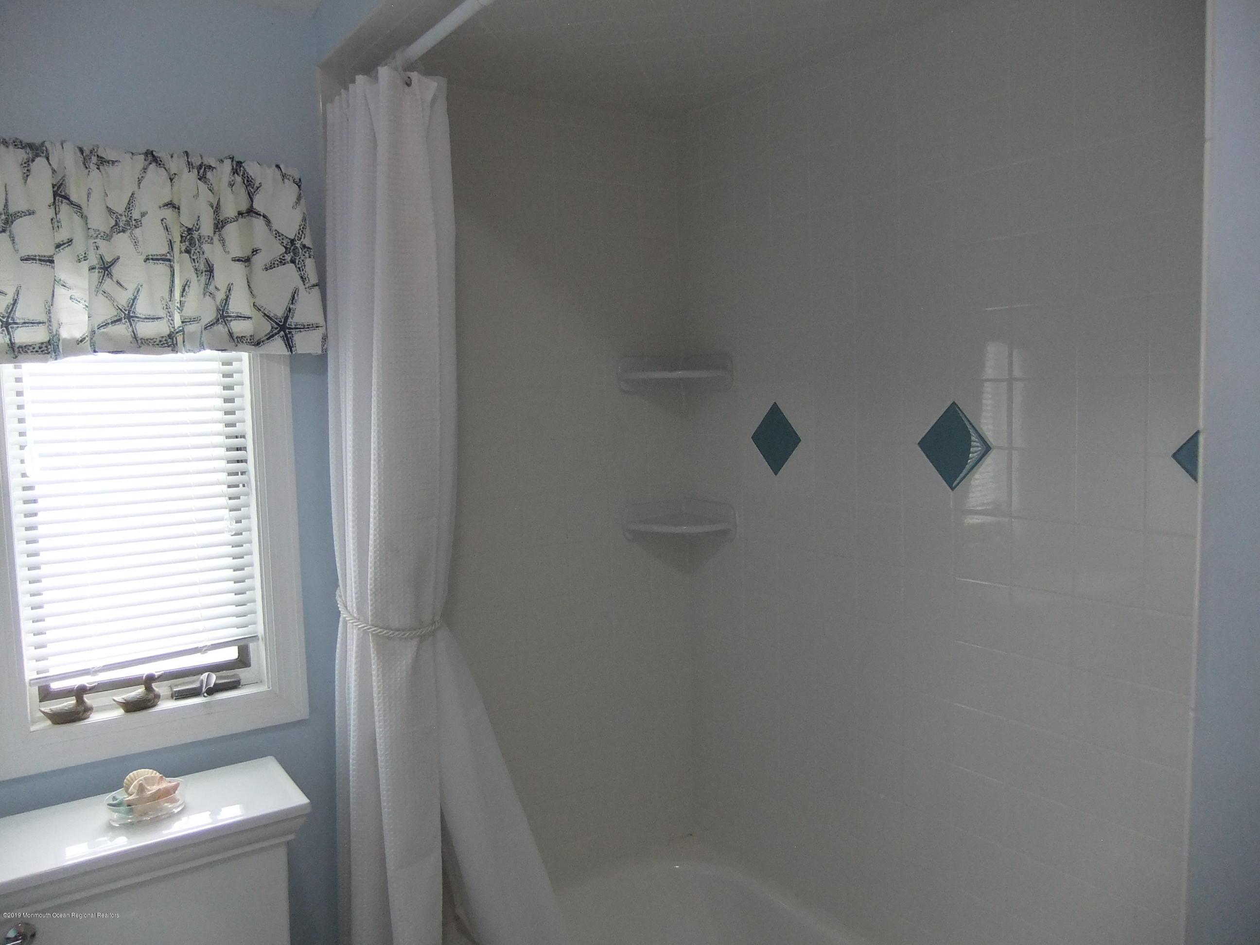 211  Bay Beach Way - Picture 9