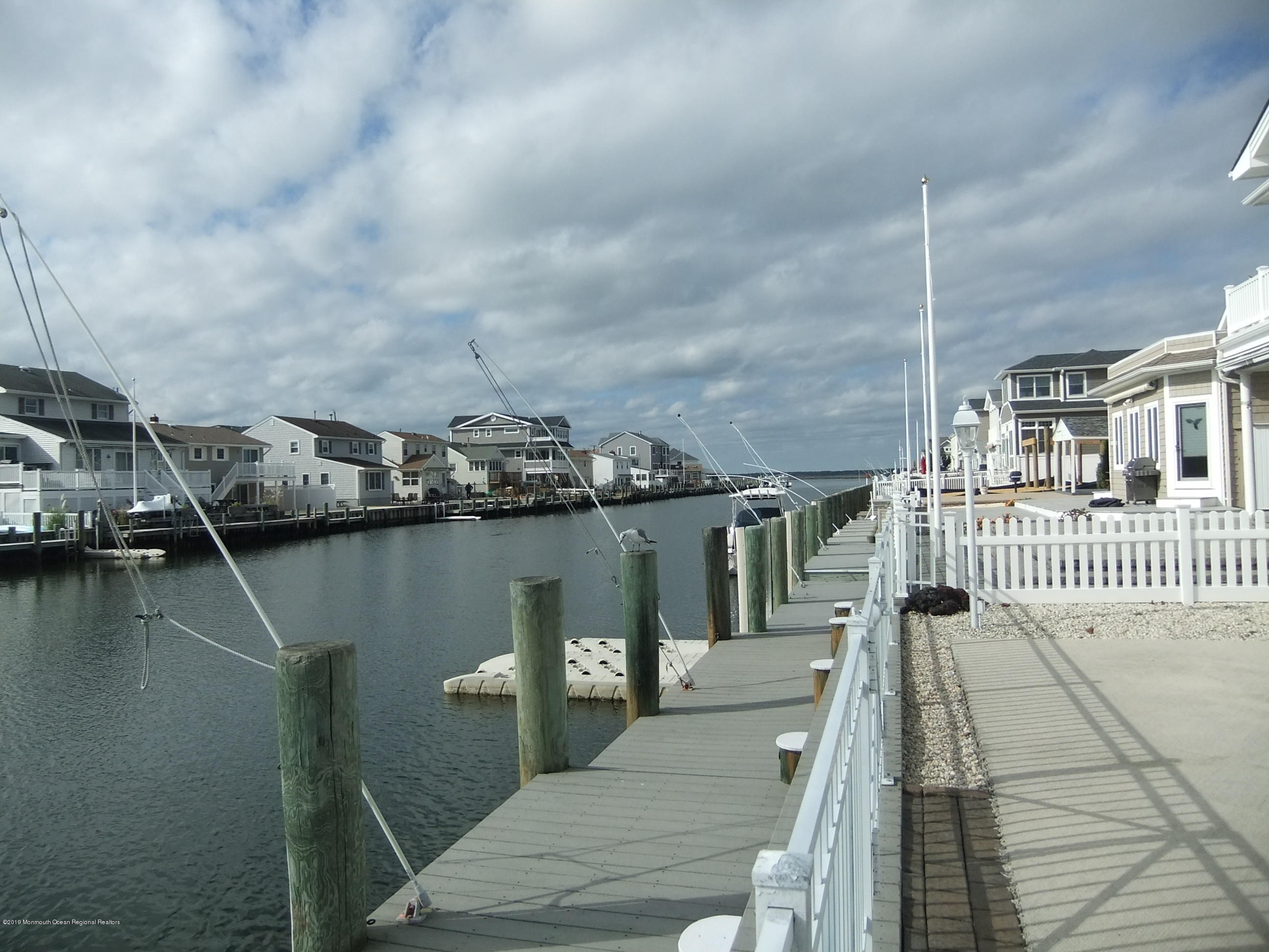 211  Bay Beach Way - Picture 19