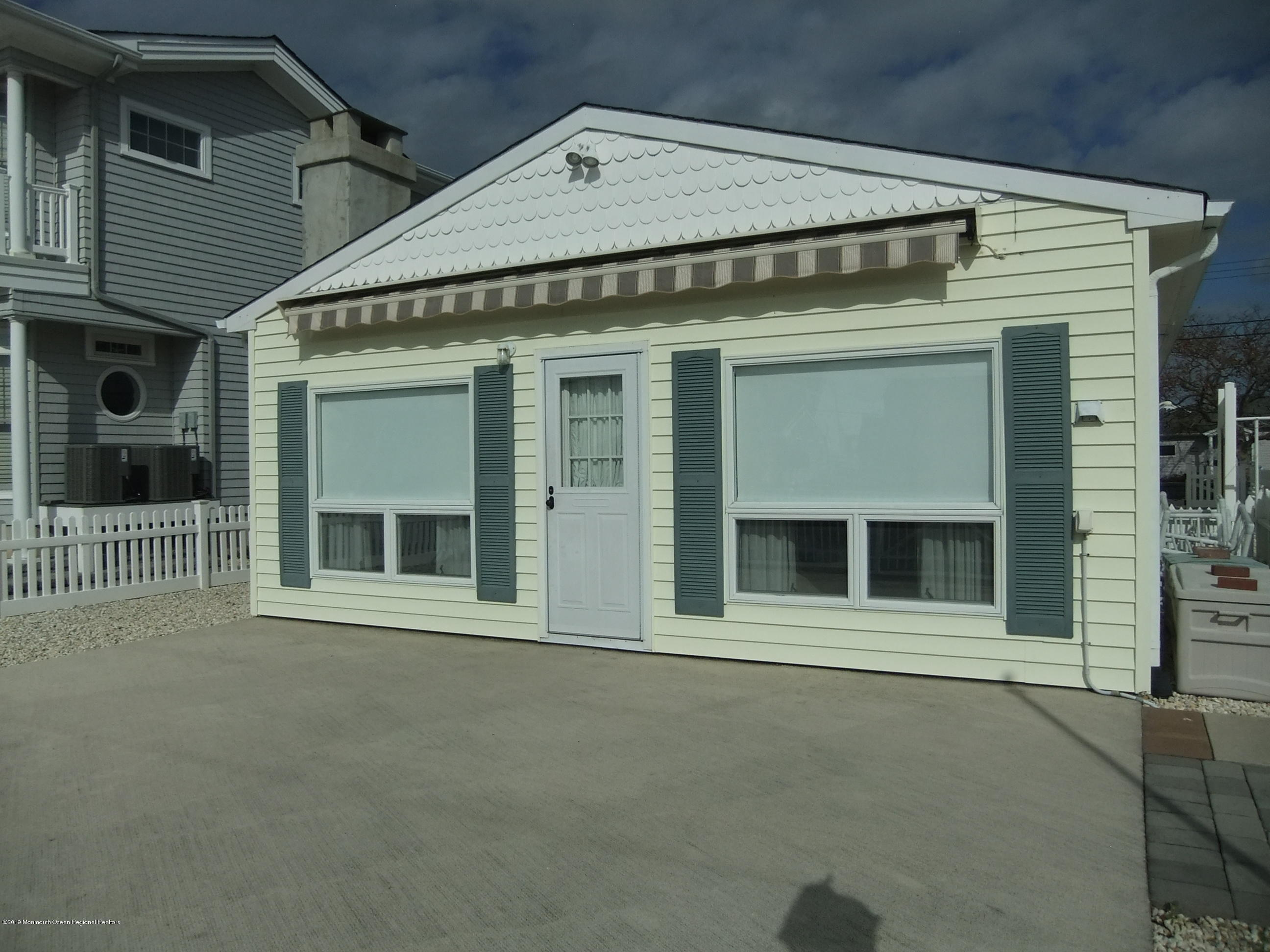 211  Bay Beach Way - Picture 22