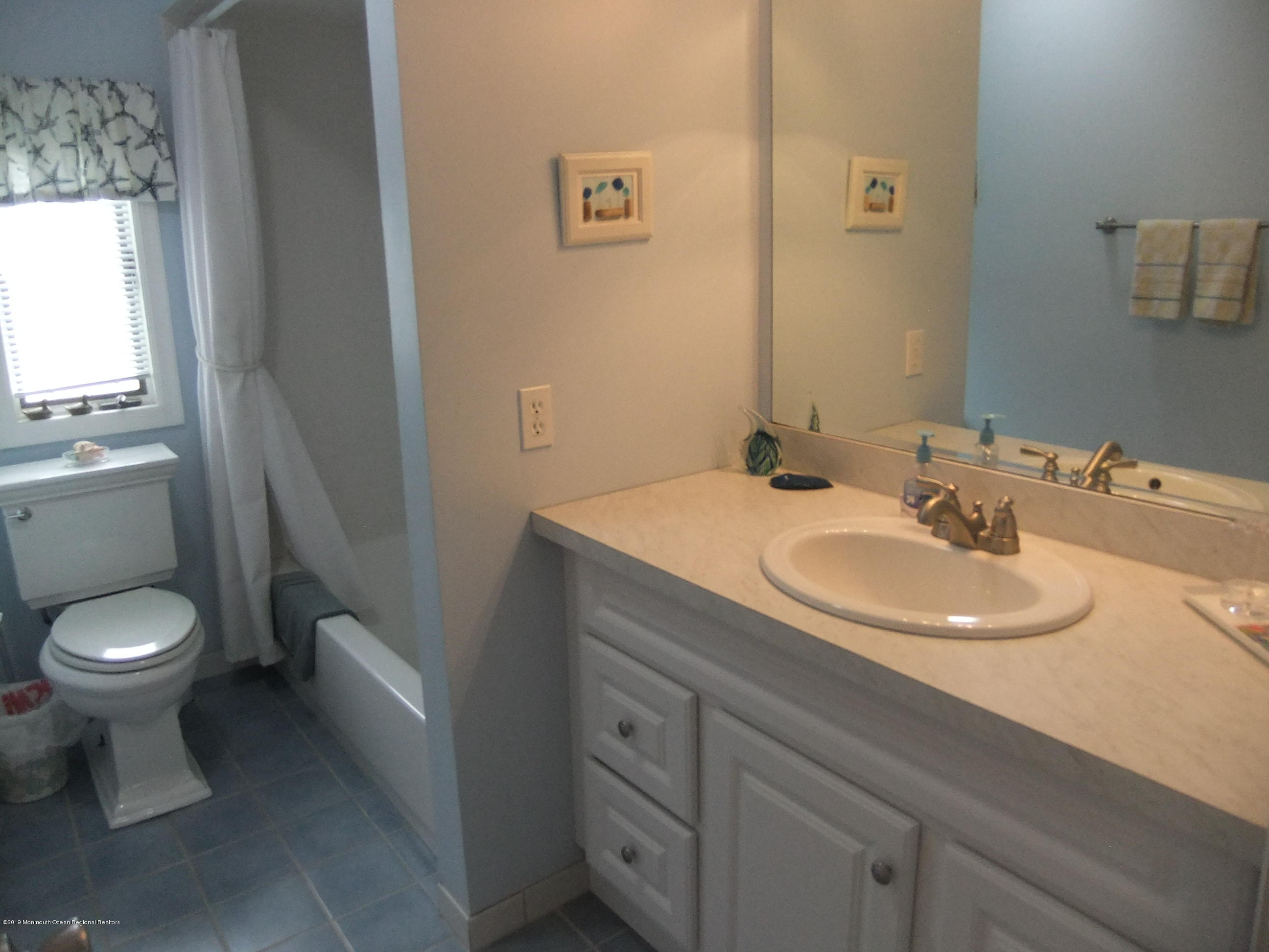 211  Bay Beach Way - Picture 10