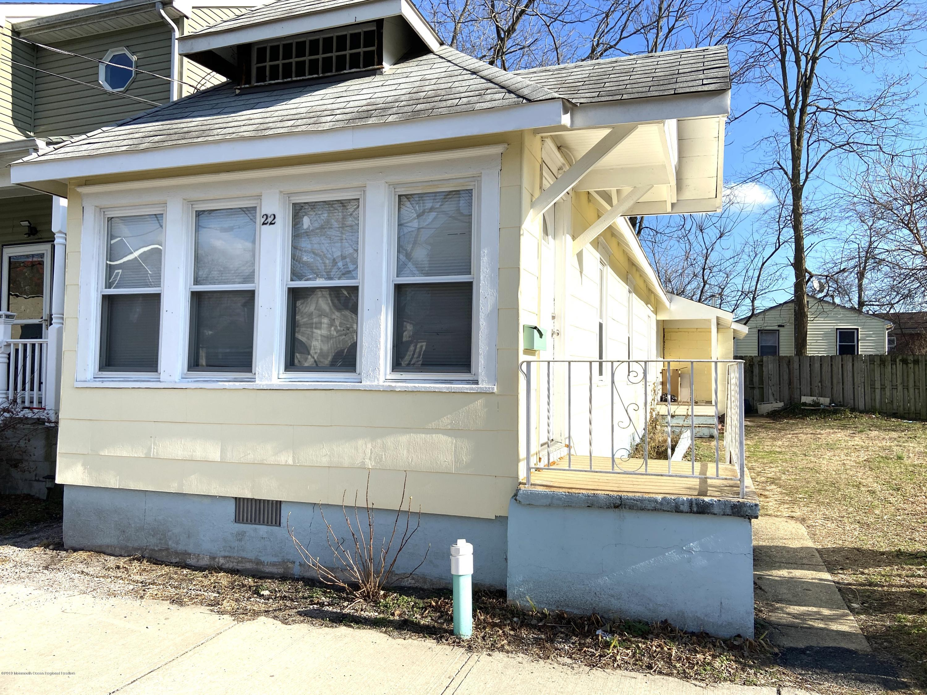 Welcome home to this cozy single family 3 bedroom rental.  on a one-way street. Lots of windows for light, and hardwood floors. Close to town. Freshly painted and available now! Good credit and security deposit.