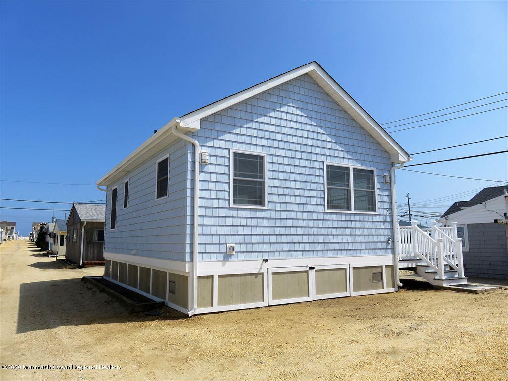 35 E Swordfish Way - Lavallette