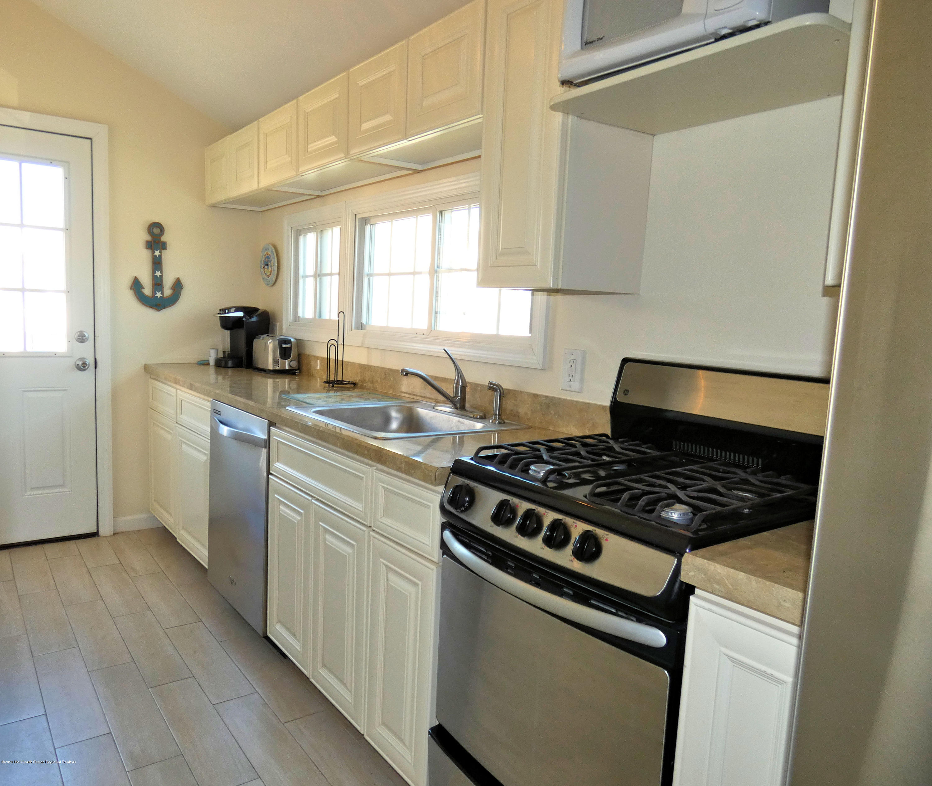 110 W Dolphin Way - Picture 7