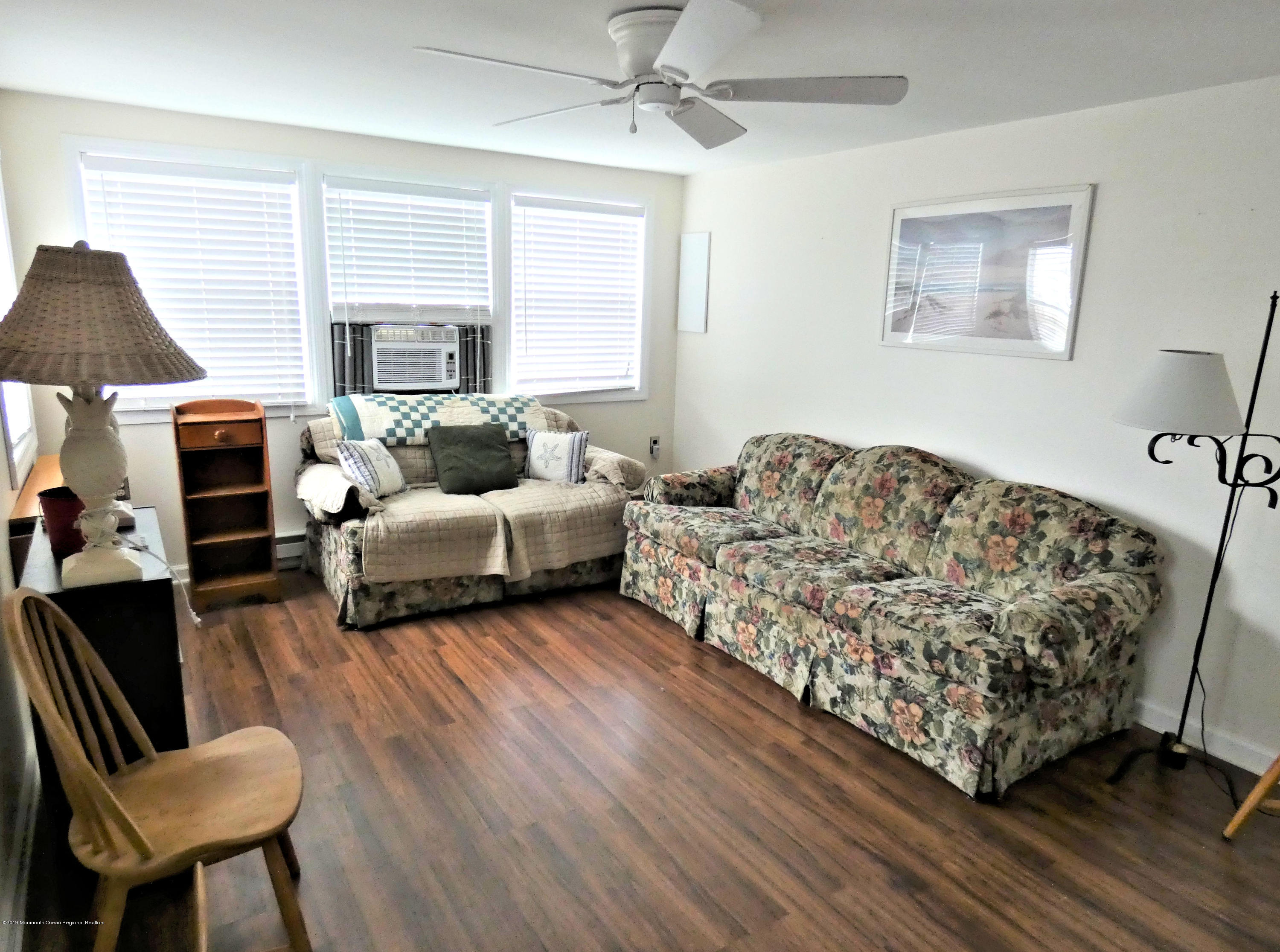 20 E Rutherford Lane - Picture 2