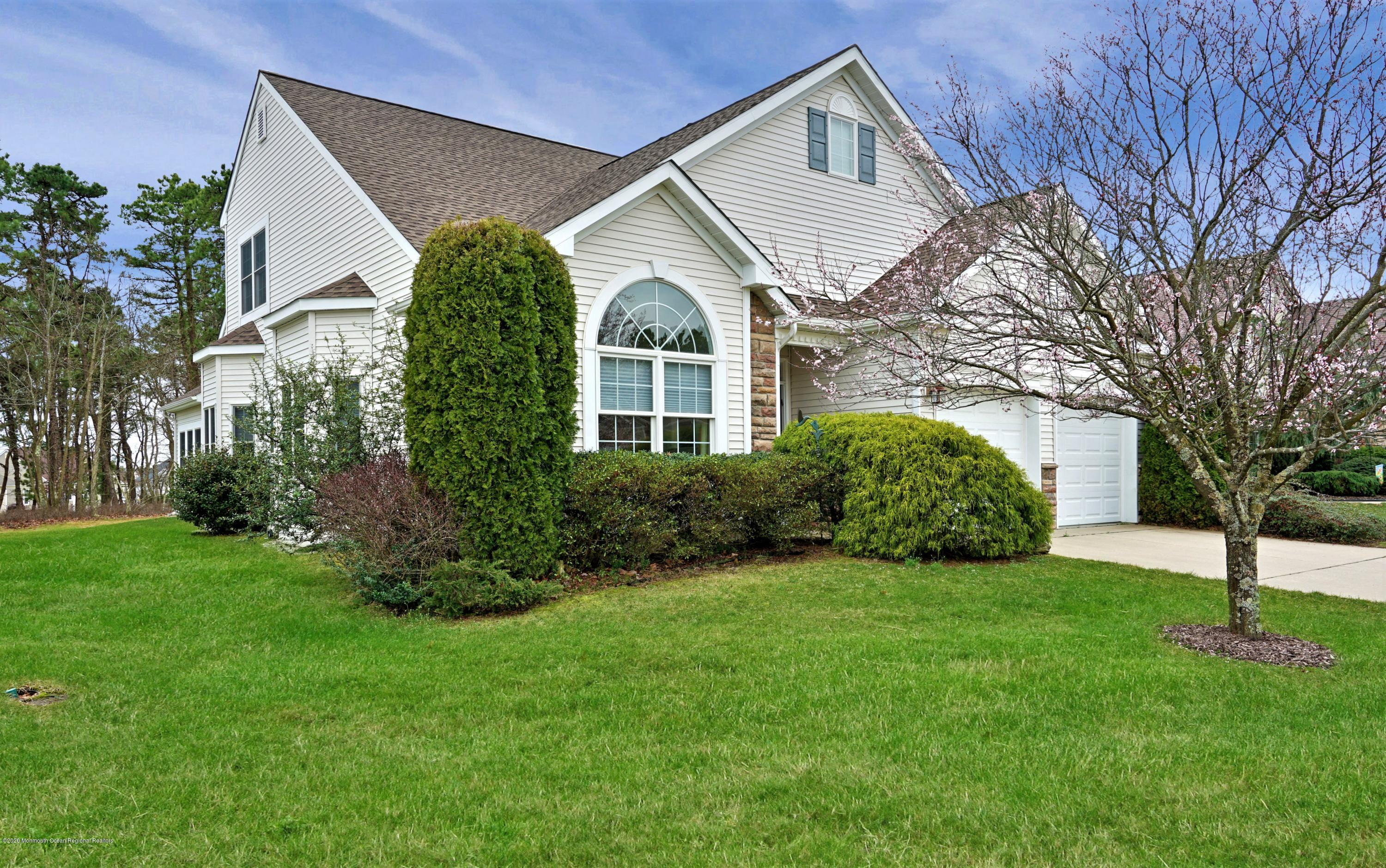 GREAT LOCATION - SOUTHWIND II W WOODED & GOLF COURSE VIEWS. ANDERSON WDWS, NEWER ROOF,  IMMACULATE HOME FEATURES KIT W SS APPL, HRDWD FLRS , FR W CATH CEILING, BRIGHT SUN ROOM W SLIDERS TO PRIv PATIO W MOTORIZED AWNING.  1ST FLR MASTER SUITE W WALK IN CLOSET  & FULL BATH W SHOWER & TUB.  A 1ST FLR GUEST BEDROOM WITH FULL BTH.  A LOFT W BALCONY & LARGE GUEST BDRM W WALK IN CLOSET & FULL BATH.  TRUE RESORT STYLE LIVING IN GREENBRIAR OCEANAIRE GOLF & COUNTRY CLUB.  A HUGE CLUBHOUSE W EVERY AMENITY YOU COULD WISH FOR INCLUDING BOCCE, TENNIS, PICKLE BALL, DRIVING RANGE INDOOR/OUTDOOR POOLS.  AN 18 HOLE CHAMPIONSHIP PRIVATE GOLF COURSE & PRIVATE RESTAURANT & PUB COMPLETES THIS WONDERFUL LIFE!  ACTIVE LIVING AT IT'S VERY BEST... click link below http://homes.motioncitymedia.com/86panc