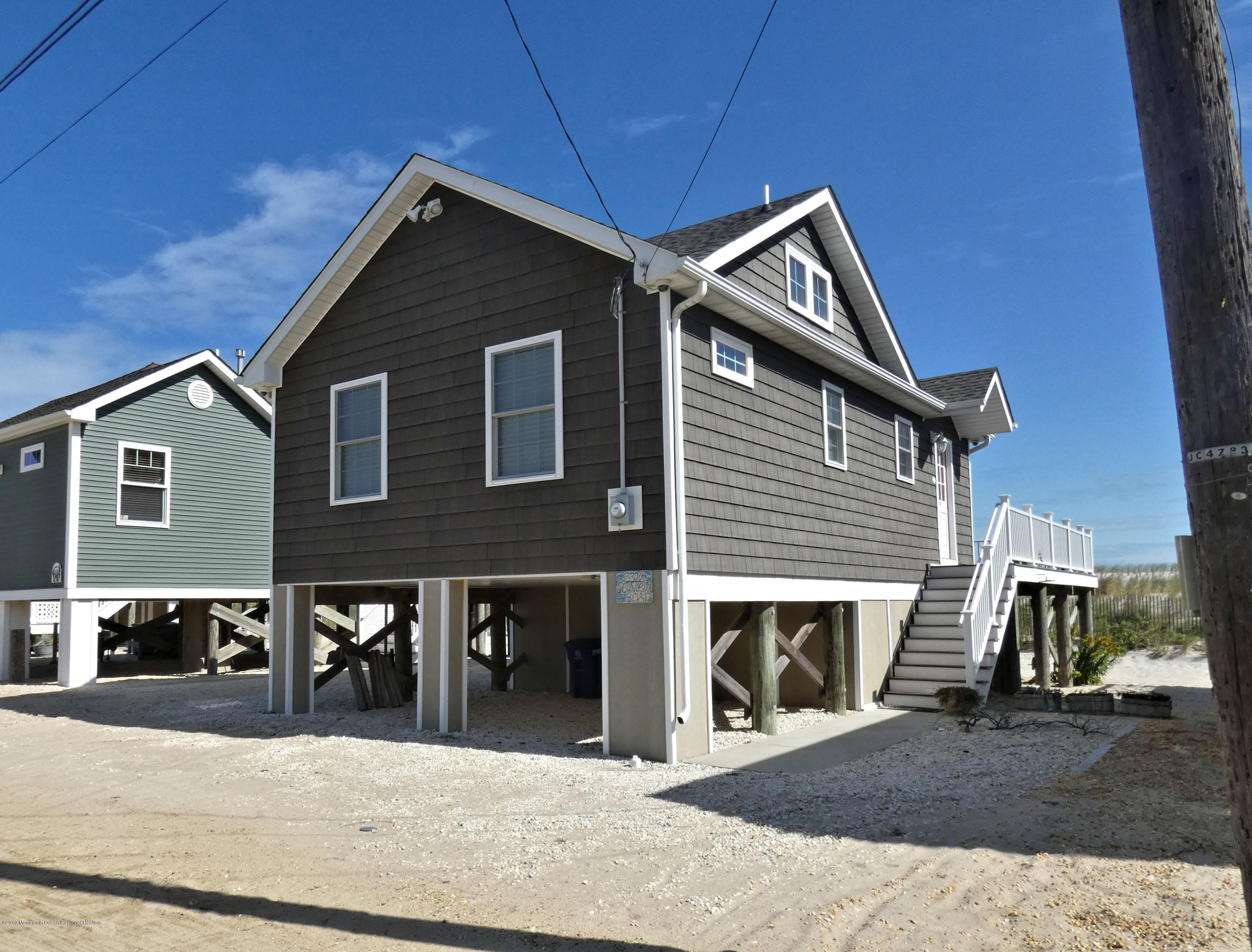 3326  Seaview Road - Picture 2