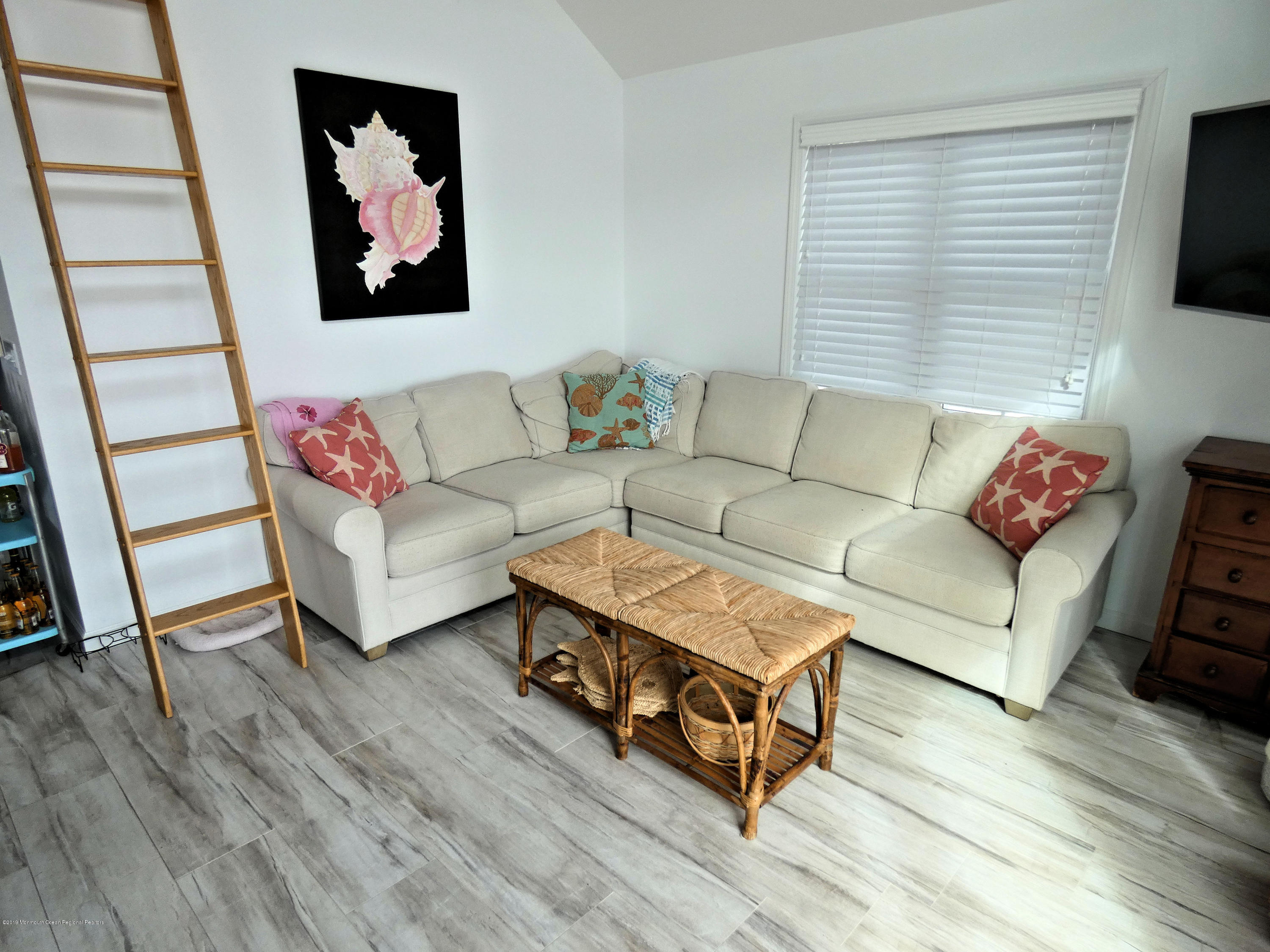 3326  Seaview Road - Picture 6