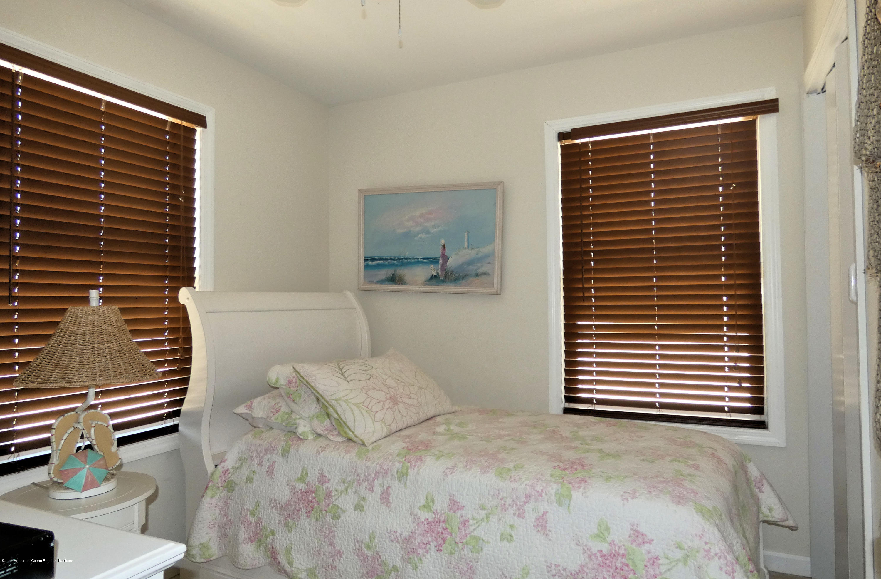 3252  Seaview Road - Picture 19