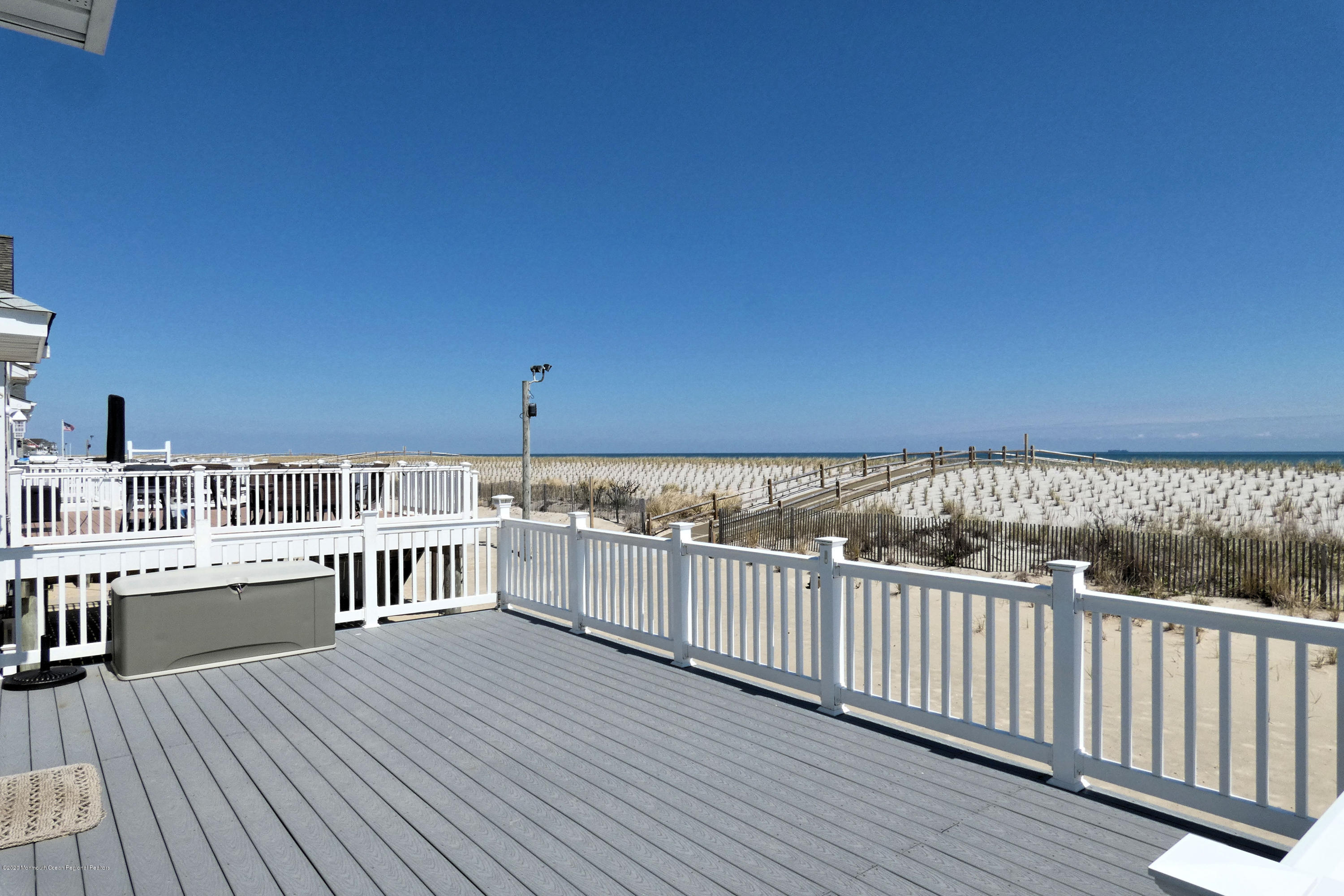 3252  Seaview Road - Picture 4