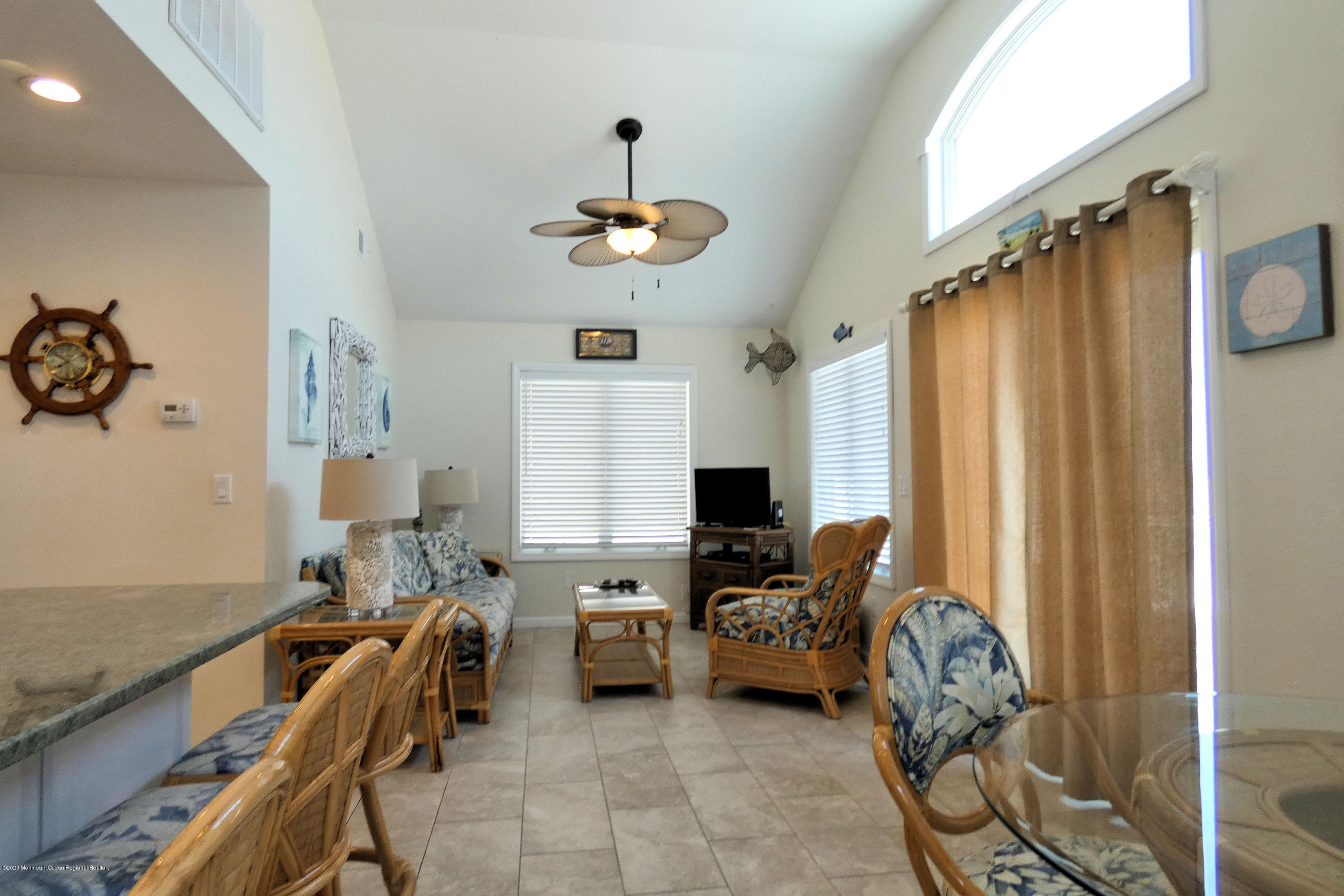 3252  Seaview Road - Picture 11