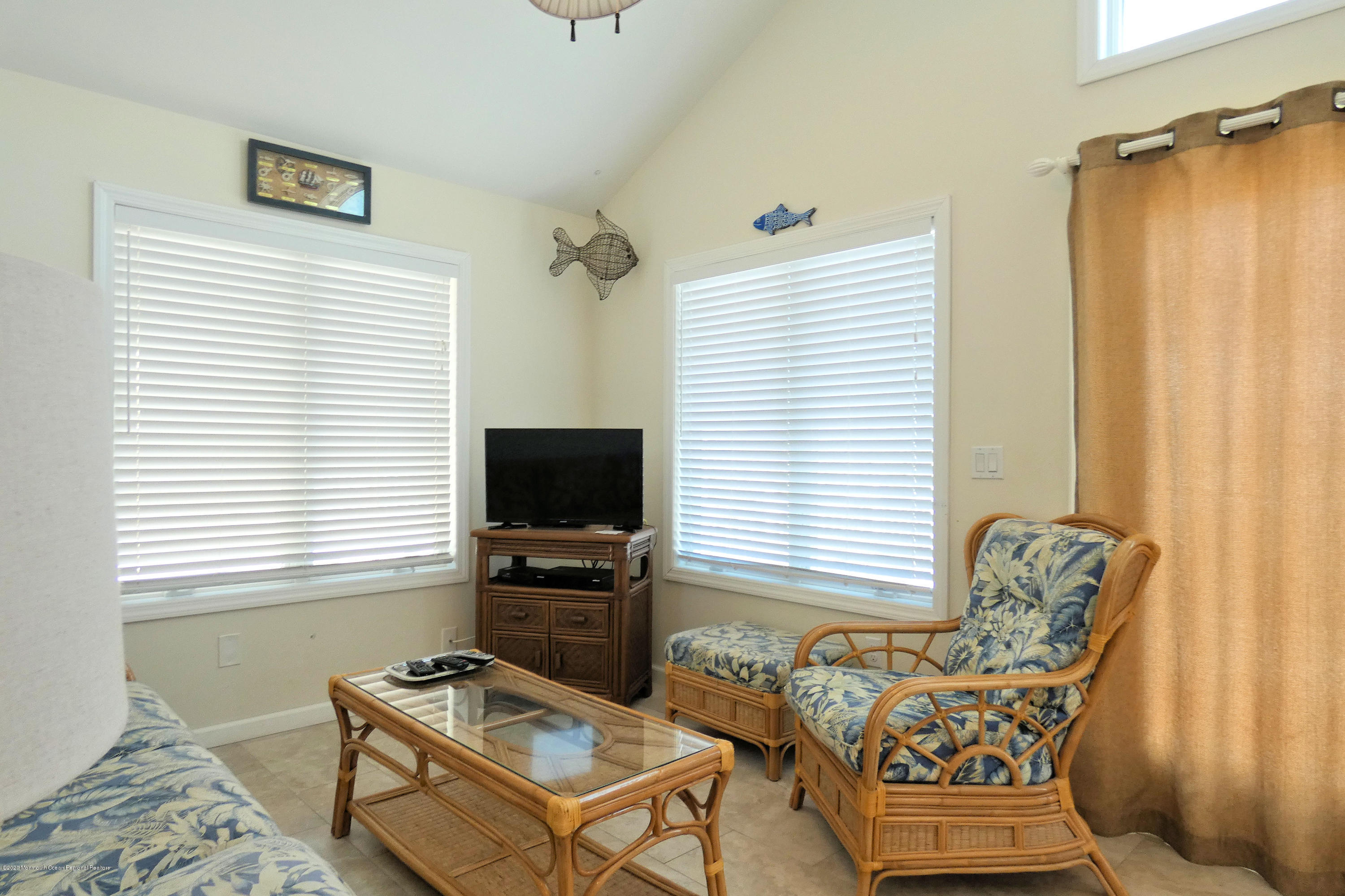 3252  Seaview Road - Picture 12