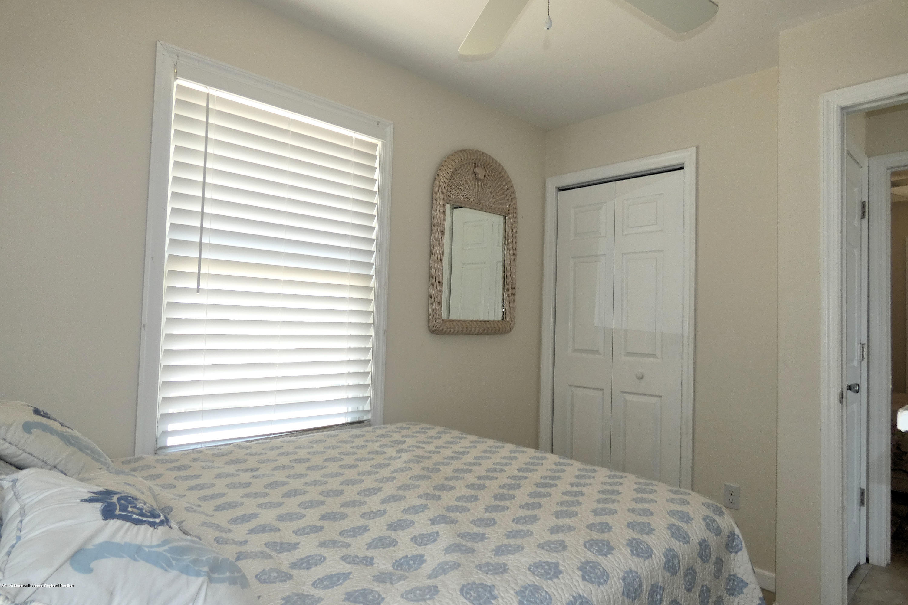 3252  Seaview Road - Picture 17