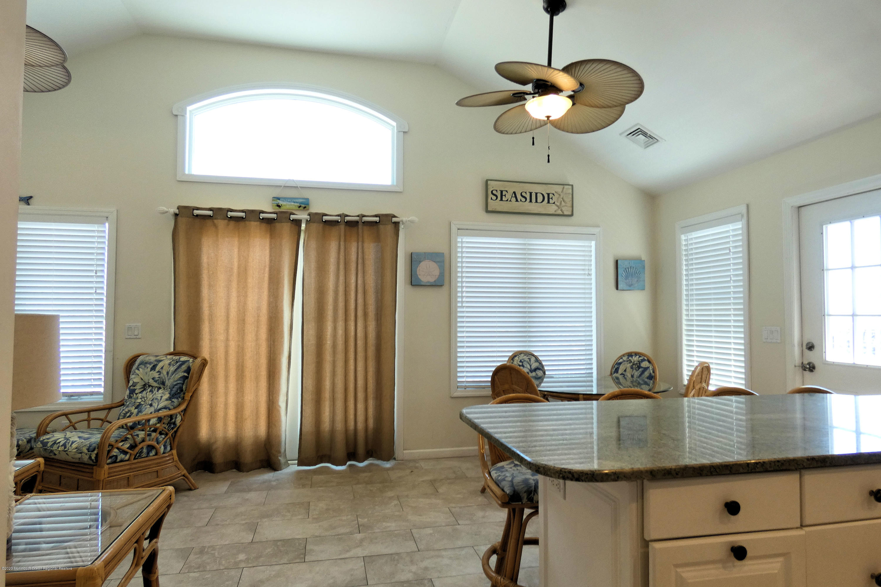 3252  Seaview Road - Picture 10