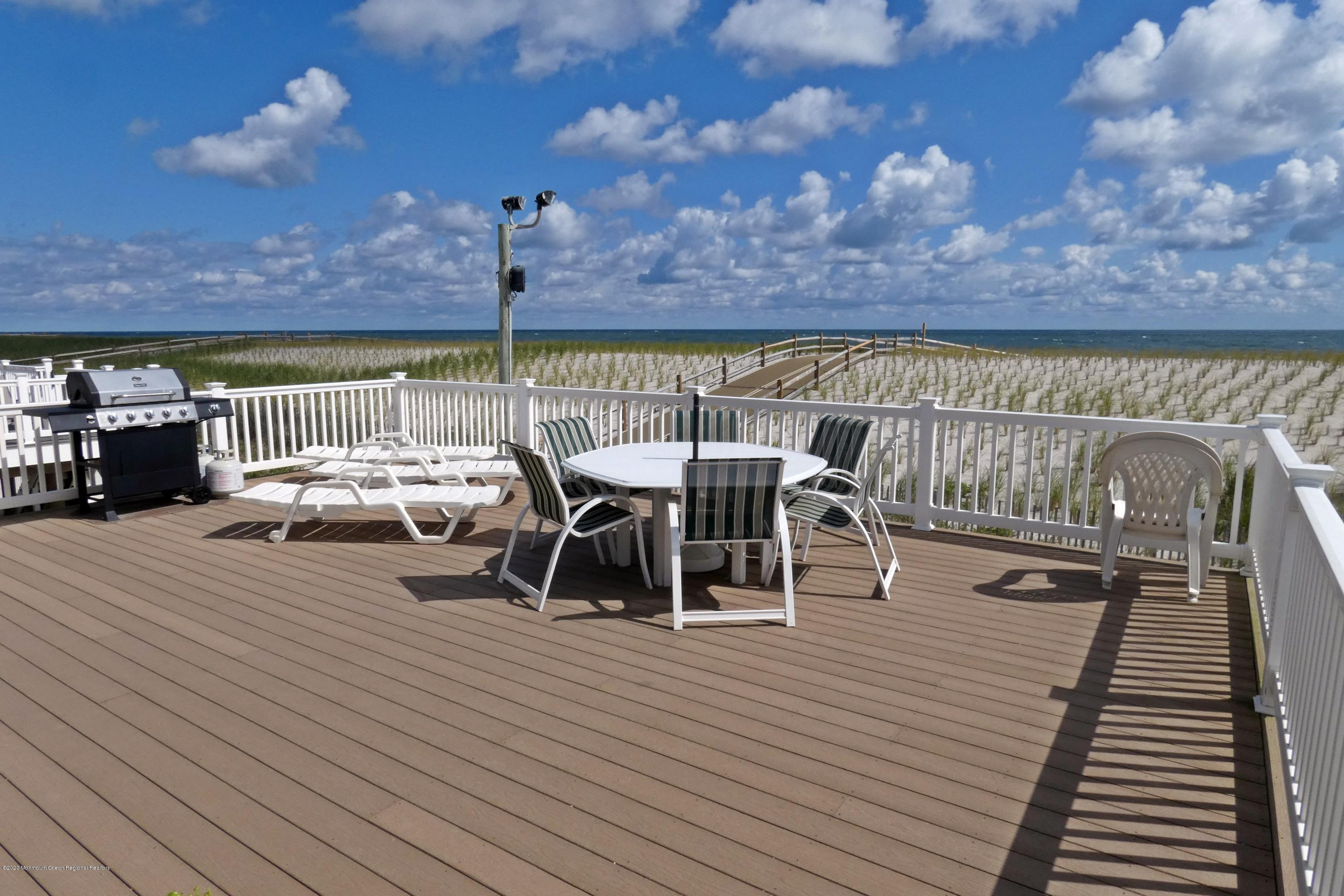 3410  Seaview Road - Picture 3