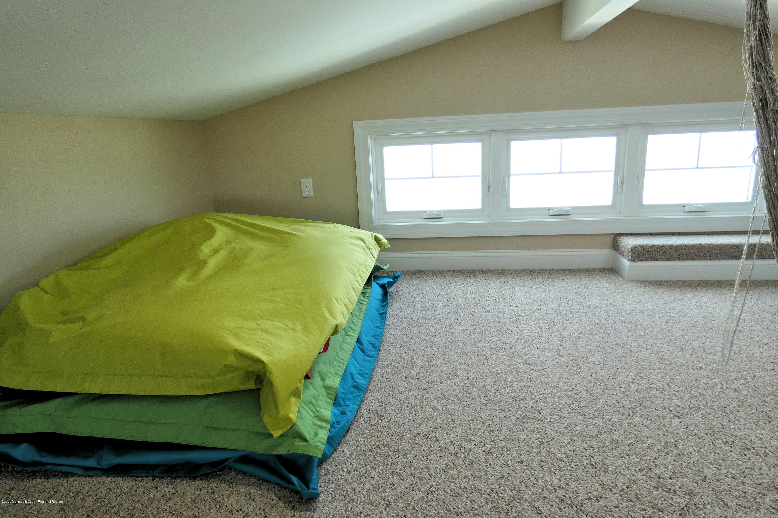 3250  Seaview Road - Picture 7