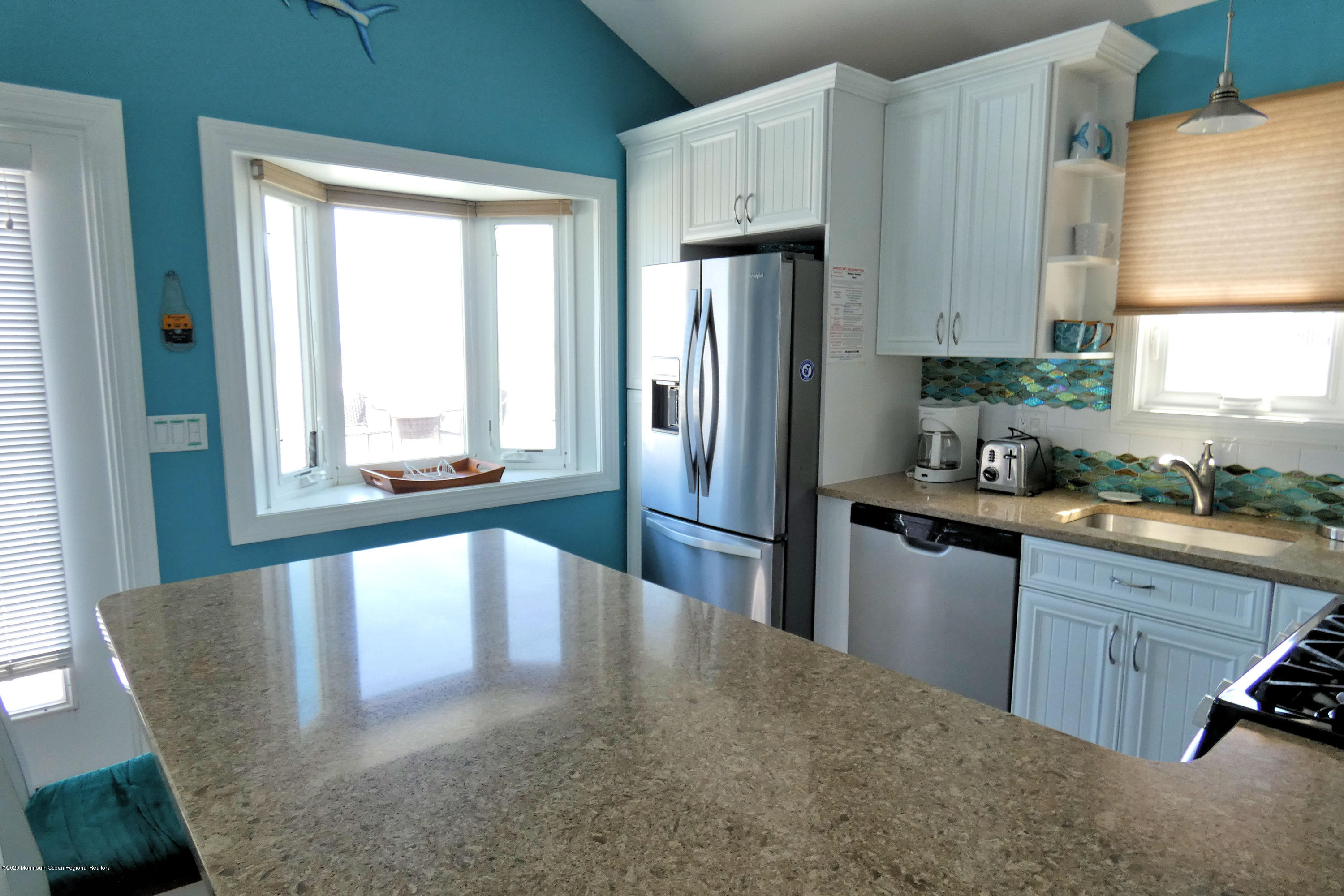 3250  Seaview Road - Picture 13