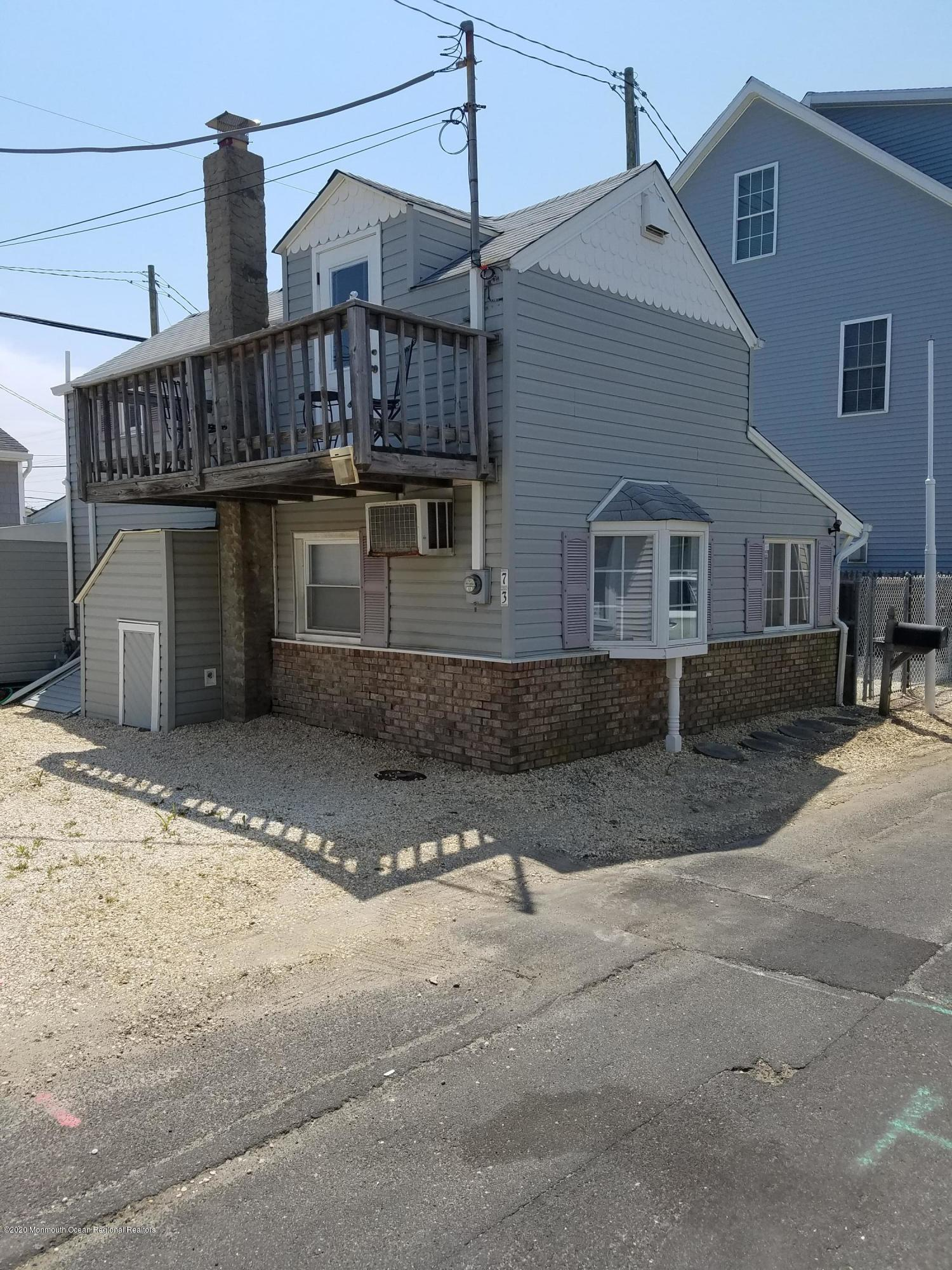 73  Beach Way - Picture 1