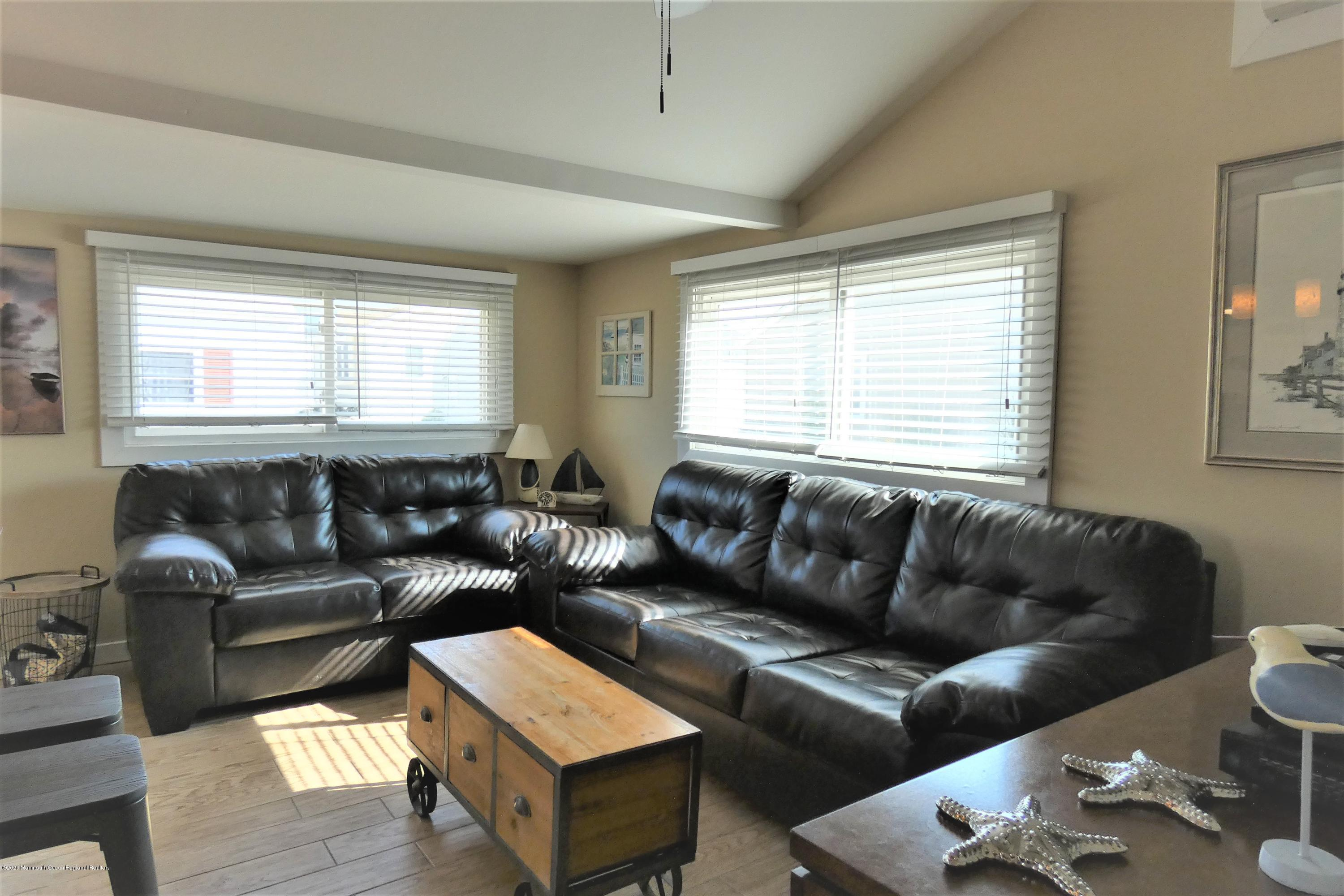26 E Dolphin Way - Picture 4