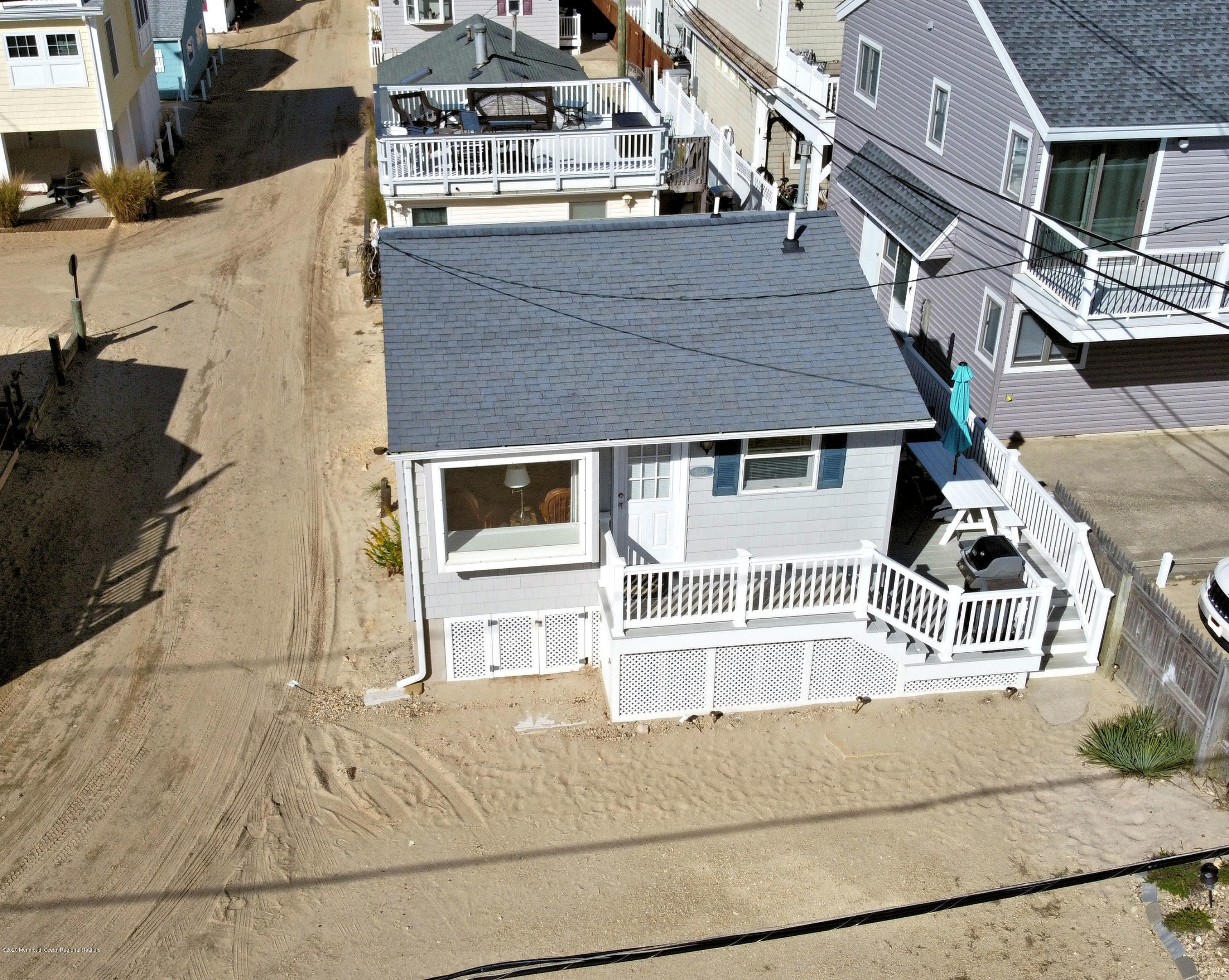 3421  Seaview Road - Picture 1