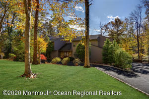 5 Chamonix Lane, Morganville, NJ 07751