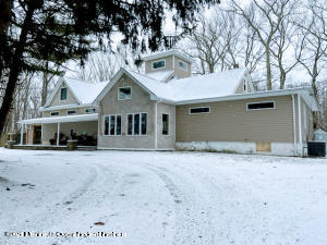 Front view, seller changed exterior for a more basic style. New pics to follow after snow