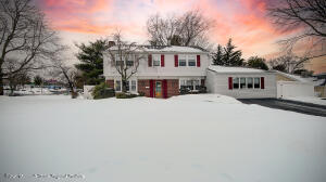 3 Bedroom 2.5 bath colonial in Strathmore