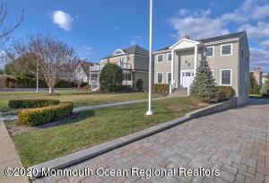 3 HOUSES IN FROM BEACH/BOARDWALK, QUIET DEAD-END STREET