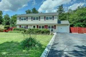 42 Chesapeake Road, Manalapan, NJ 07726