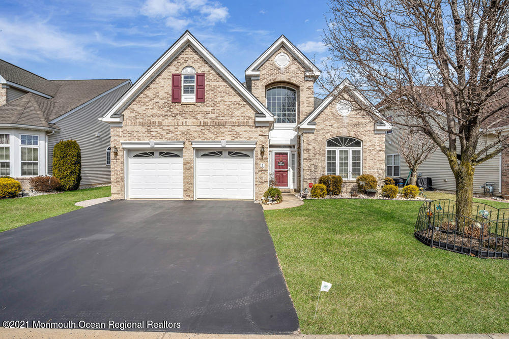 Beautiful well maintained Expanded Concerto model with 3 bedrooms and 3 bathrooms located in desirable Horizons 55+ community. Delightful entry with a two story foyer that leads in to the formal living and dining room. Updated kitchen with butlers pantry, stainless steal appliances accompanied by a center island. Open layout with breakfast nook and sitting area. Family room with gas fireplace and oversized windows allowing for natural light. First floor master bedroom with with tray ceiling and two walk in closets. Master bathroom includes a jetted soaking tub, double vanity and shower. Full bathroom and second bedroom located on the first floor. Loft area provides plenty of space, used for office space, or hobbies. Full bedroom and bathroom in loft area. Come see this gem today!