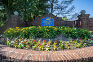 INDEPENDENCE SQUARE-FREEHOLD TOWNSHIP