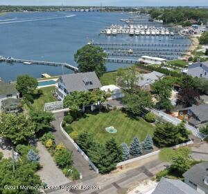 3/4 of an Acre estate located on the Manasquan River.