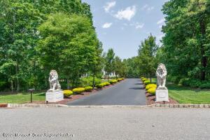 7 Winding Woods Way, Freehold, NJ 07728