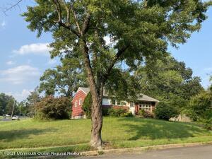 33 Lake Drive, Howell, NJ 07731