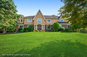 Beautiful expanded Colonial in a cul de sac