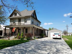 301 W Walnut St, Parkston, SD 57366